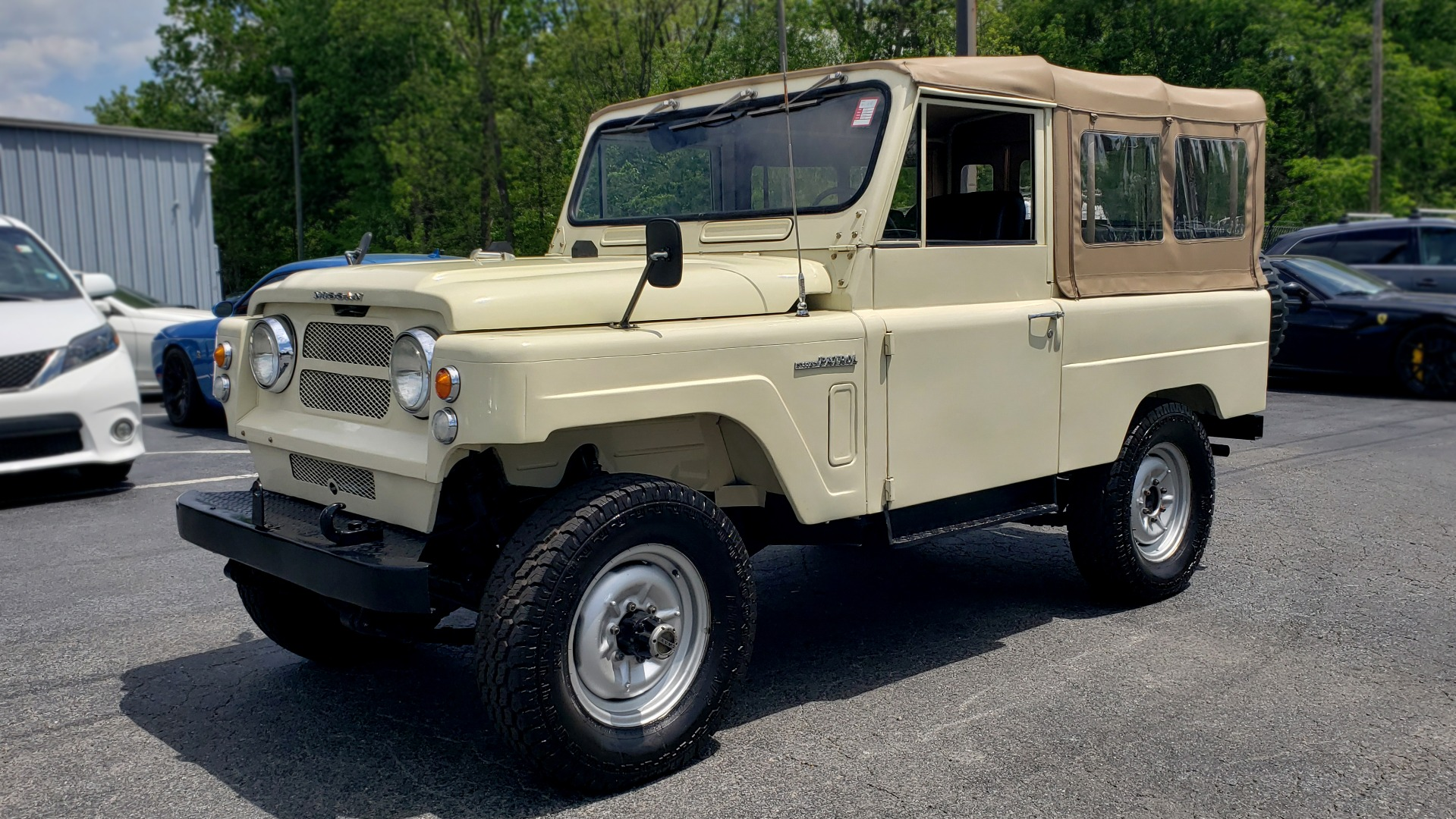 Used 1978 Nissan PATROL 4x4 / SOFT-TOP / 6-CYL / MANUAL / SEATS-9 / FULLY RESTORED for sale $32,400 at Formula Imports in Charlotte NC 28227 1