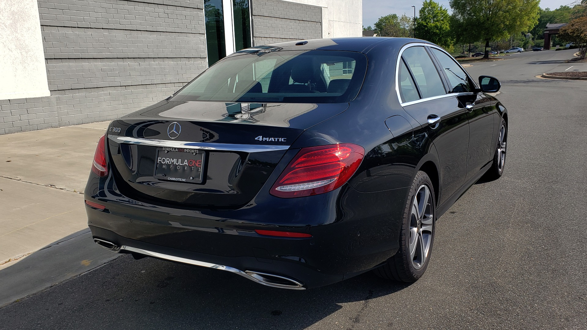 Used 2018 Mercedes-Benz E-CLASS E 300 PREMIUM / 4MATIC / NAV / SUNROOF / H/K SND / REARVIEW for sale $34,195 at Formula Imports in Charlotte NC 28227 11