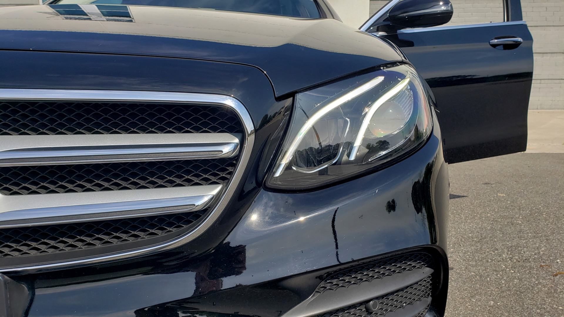 Used 2018 Mercedes-Benz E-CLASS E 300 PREMIUM / 4MATIC / NAV / SUNROOF / H/K SND / REARVIEW for sale $34,195 at Formula Imports in Charlotte NC 28227 22