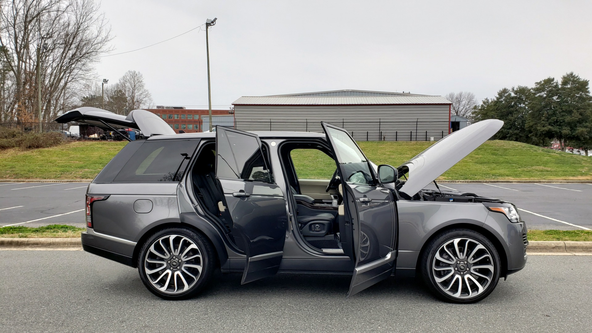Used 2016 Land Rover Range Rover Supercharged for sale $54,995 at Formula Imports in Charlotte NC 28227 12