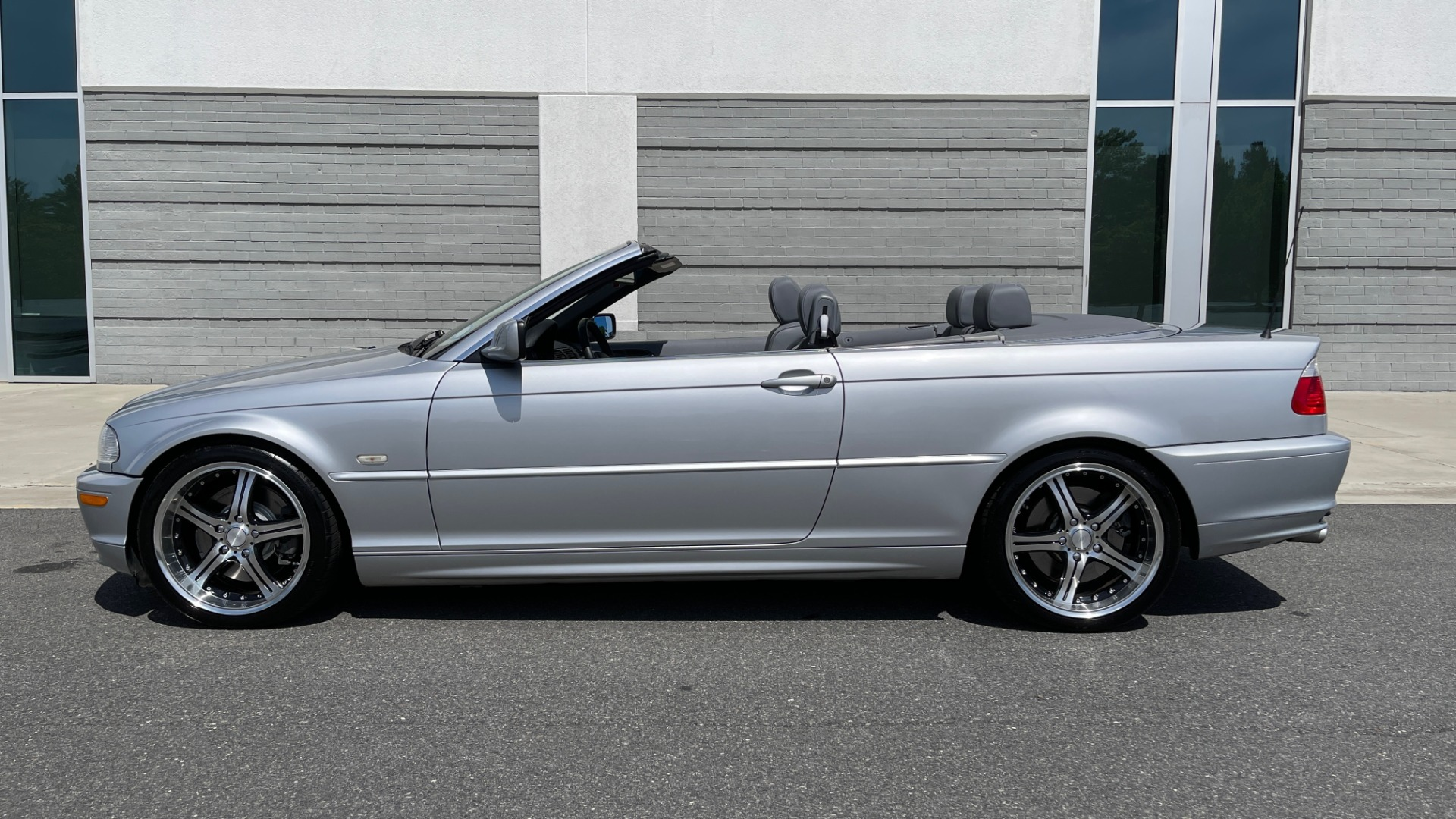 Used 2003 BMW 3 SERIES 330CI PREMIUM CONVERTIBLE / SPORT PKG / XENON HDLTS / STEPTRONIC AUTO for sale Sold at Formula Imports in Charlotte NC 28227 3