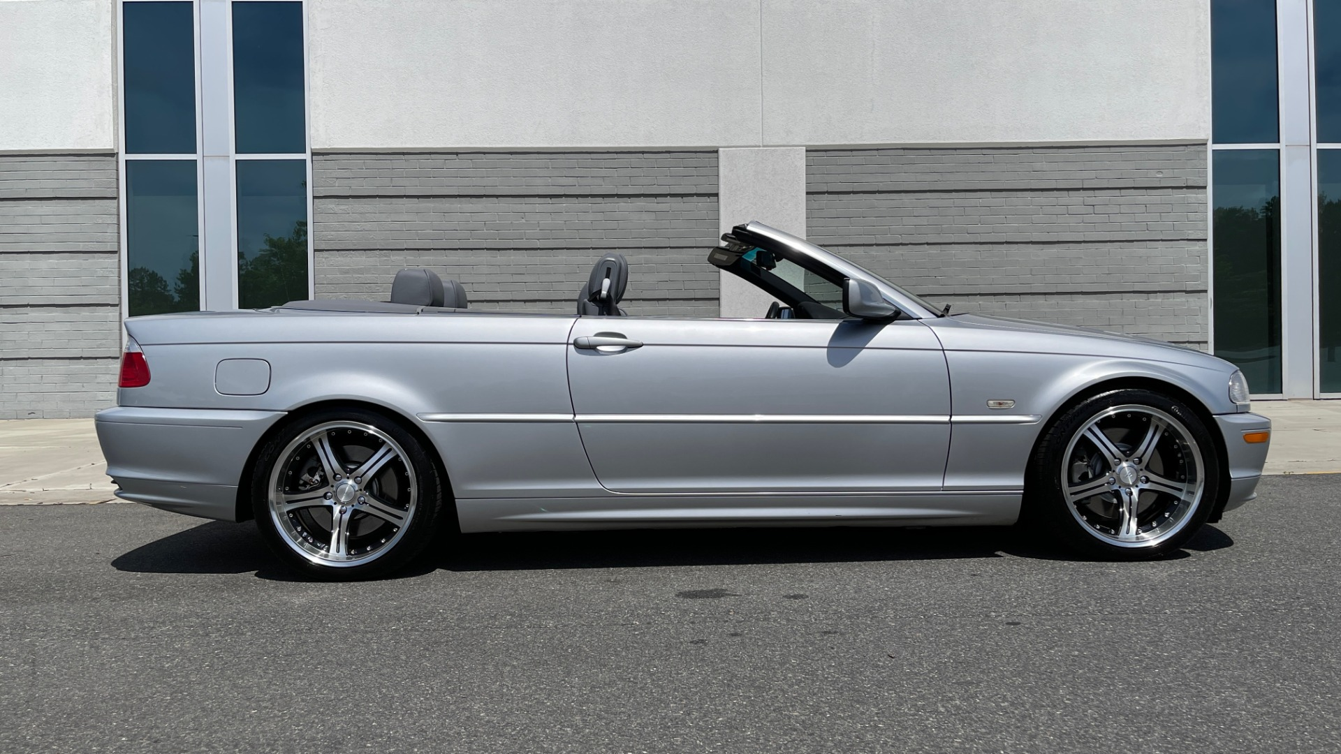 Used 2003 BMW 3 SERIES 330CI PREMIUM CONVERTIBLE / SPORT PKG / XENON HDLTS / STEPTRONIC AUTO for sale Sold at Formula Imports in Charlotte NC 28227 5