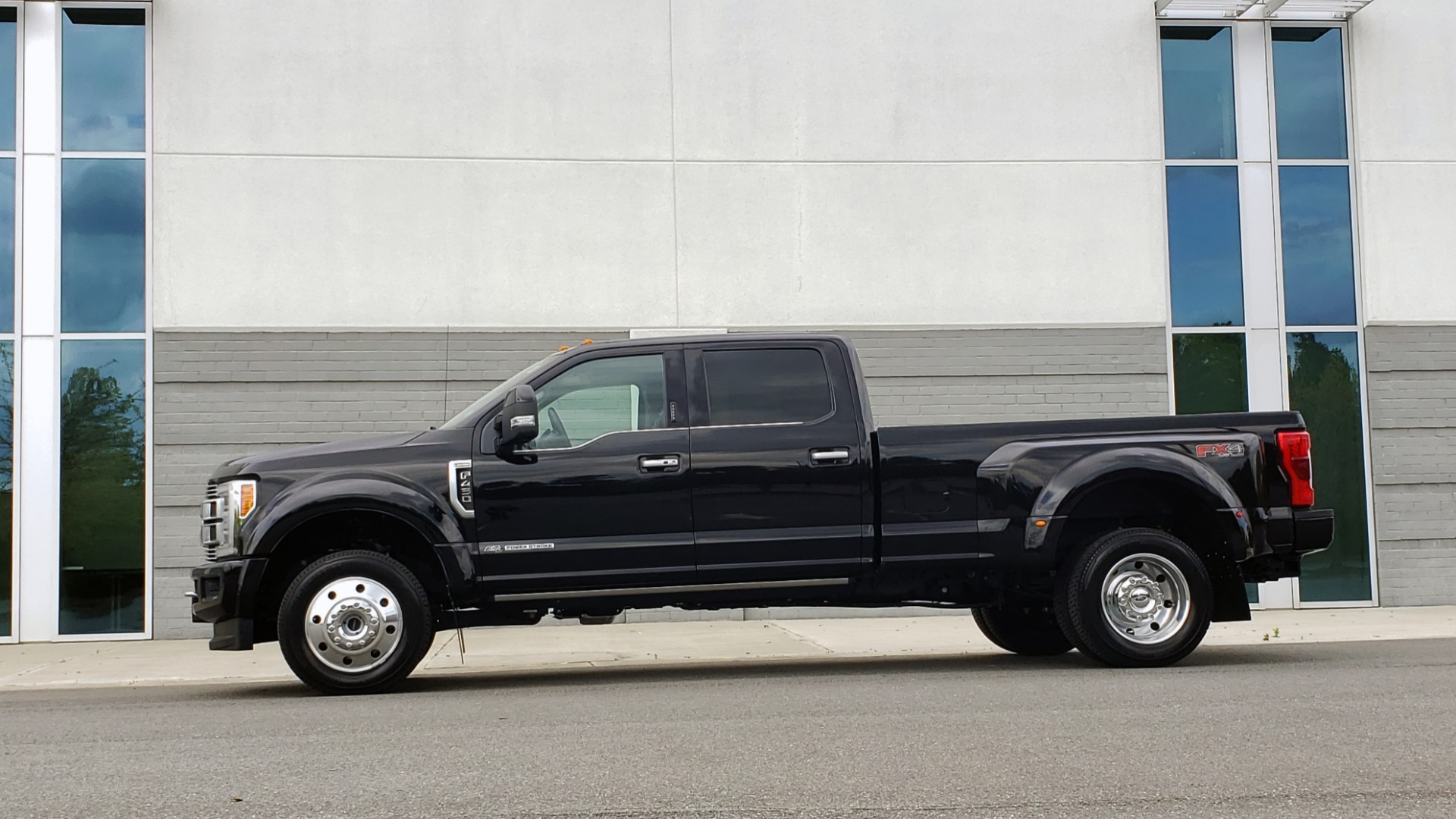 Used 2019 Ford SUPER DUTY F-450 DRW LIMITED / 4X4 / CREWCAB 176IN WB / LOADED / LOW MILES for sale Sold at Formula Imports in Charlotte NC 28227 3