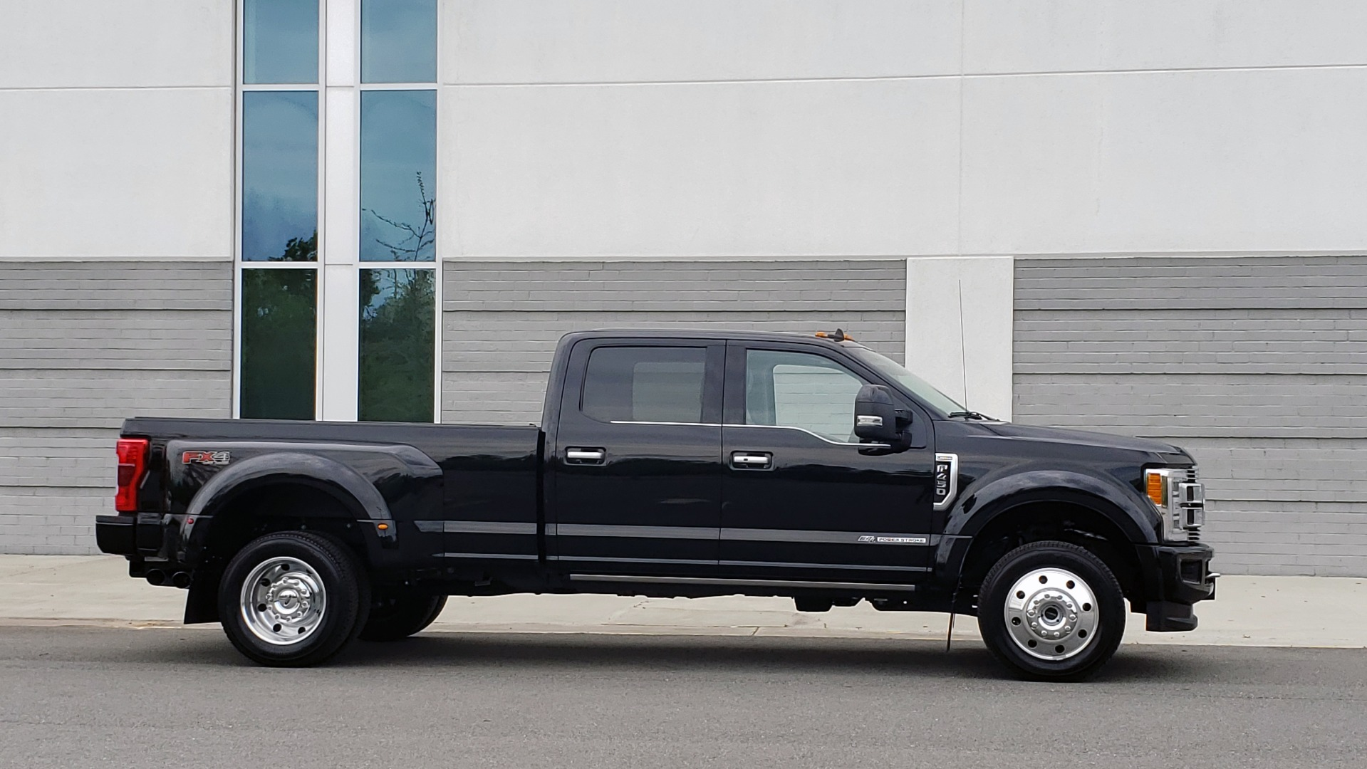 Used 2019 Ford SUPER DUTY F-450 DRW LIMITED / 4X4 / CREWCAB 176IN WB / LOADED / LOW MILES for sale Sold at Formula Imports in Charlotte NC 28227 6
