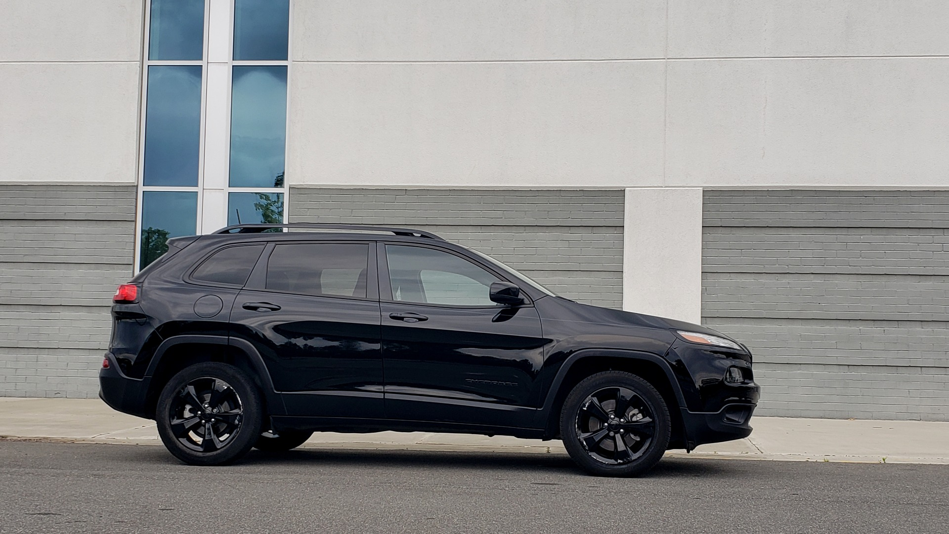 Used 2018 Jeep CHEROKEE LIMITED HIGH ALTITUDE FWD / PARK ASST / BLIND SPOT / REARVIEW for sale $20,995 at Formula Imports in Charlotte NC 28227 10