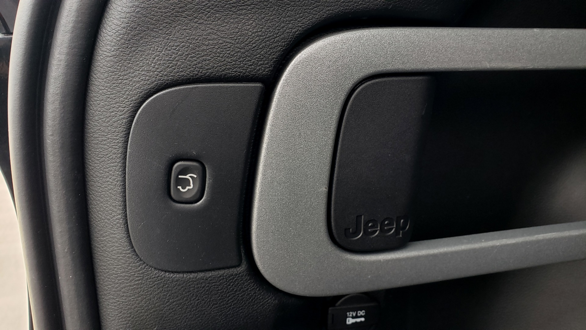 Used 2018 Jeep CHEROKEE LIMITED HIGH ALTITUDE FWD / PARK ASST / BLIND SPOT / REARVIEW for sale $20,995 at Formula Imports in Charlotte NC 28227 18