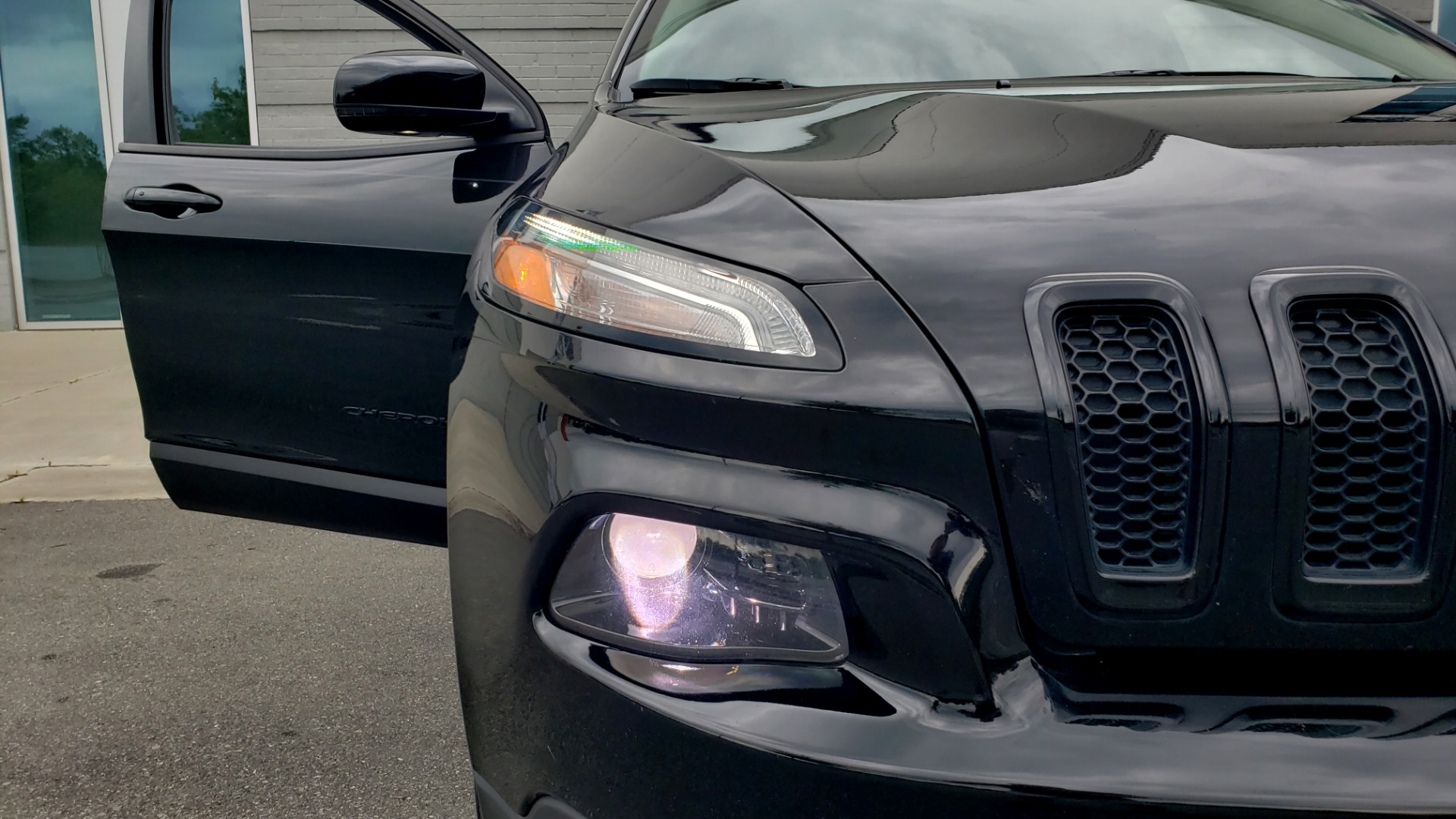 Used 2018 Jeep CHEROKEE LIMITED HIGH ALTITUDE FWD / PARK ASST / BLIND SPOT / REARVIEW for sale $20,995 at Formula Imports in Charlotte NC 28227 20