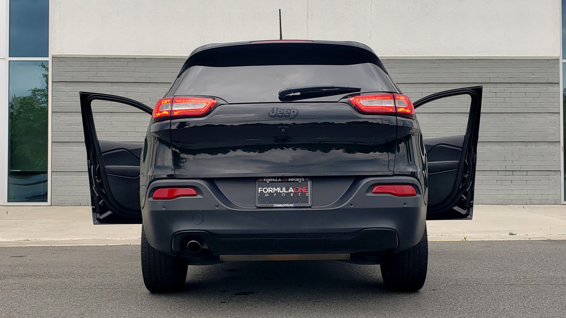 Used 2018 Jeep CHEROKEE LIMITED HIGH ALTITUDE FWD / PARK ASST / BLIND SPOT / REARVIEW for sale $20,995 at Formula Imports in Charlotte NC 28227 27