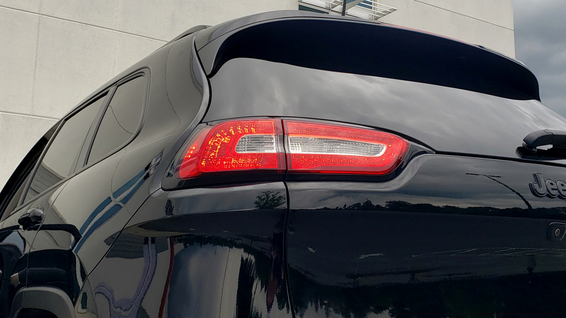 Used 2018 Jeep CHEROKEE LIMITED HIGH ALTITUDE FWD / PARK ASST / BLIND SPOT / REARVIEW for sale $20,995 at Formula Imports in Charlotte NC 28227 28