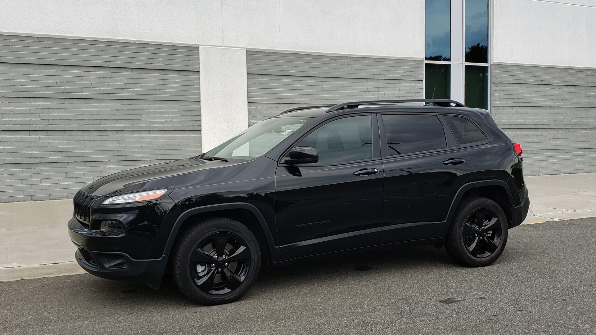 Used 2018 Jeep CHEROKEE LIMITED HIGH ALTITUDE FWD / PARK ASST / BLIND SPOT / REARVIEW for sale $20,995 at Formula Imports in Charlotte NC 28227 3