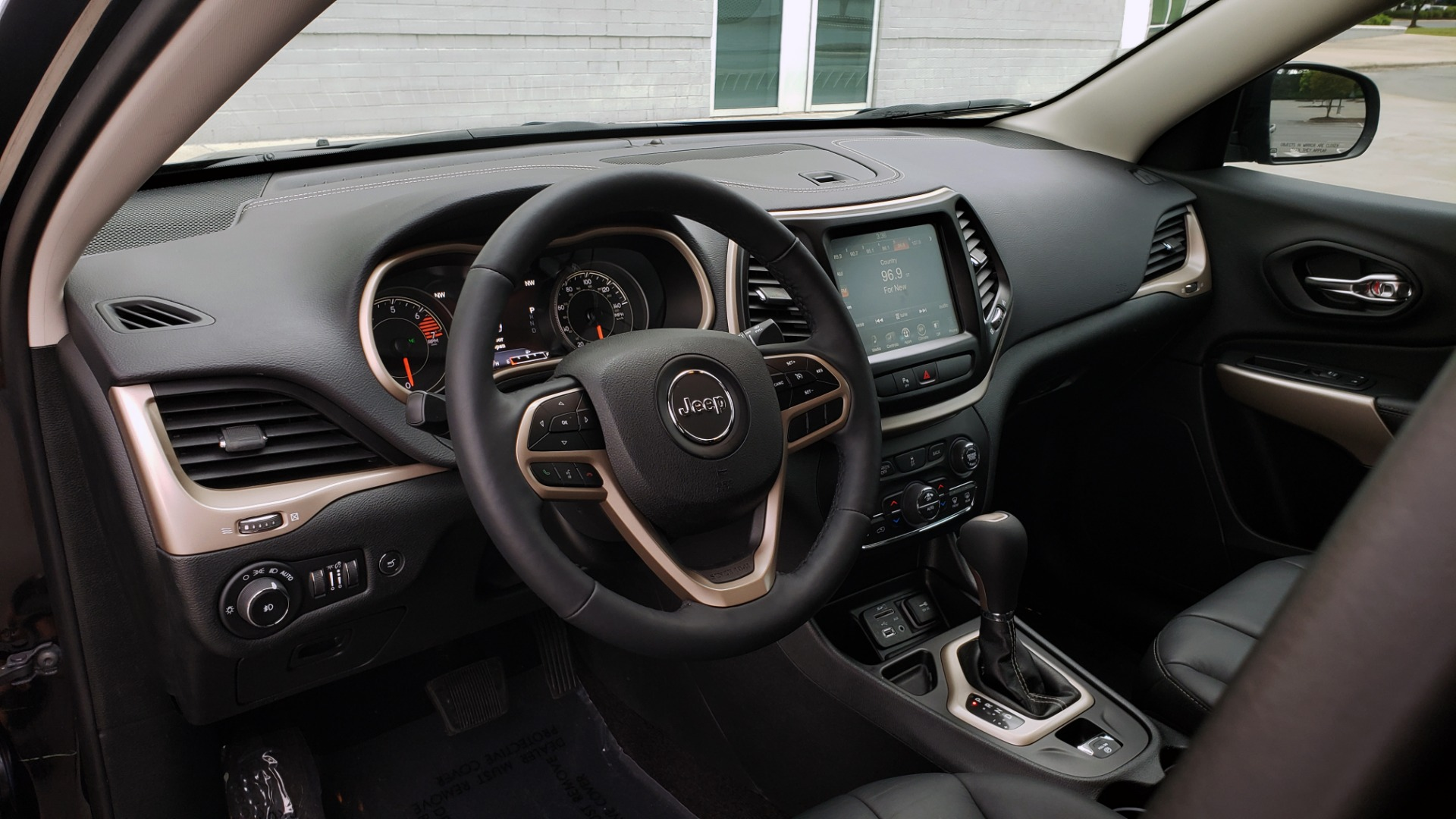 Used 2018 Jeep CHEROKEE LIMITED HIGH ALTITUDE FWD / PARK ASST / BLIND SPOT / REARVIEW for sale $20,995 at Formula Imports in Charlotte NC 28227 36