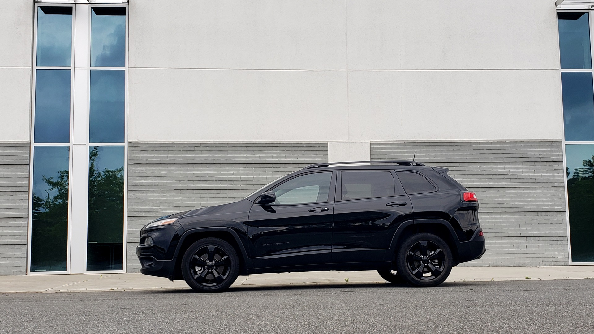 Used 2018 Jeep CHEROKEE LIMITED HIGH ALTITUDE FWD / PARK ASST / BLIND SPOT / REARVIEW for sale $20,995 at Formula Imports in Charlotte NC 28227 4