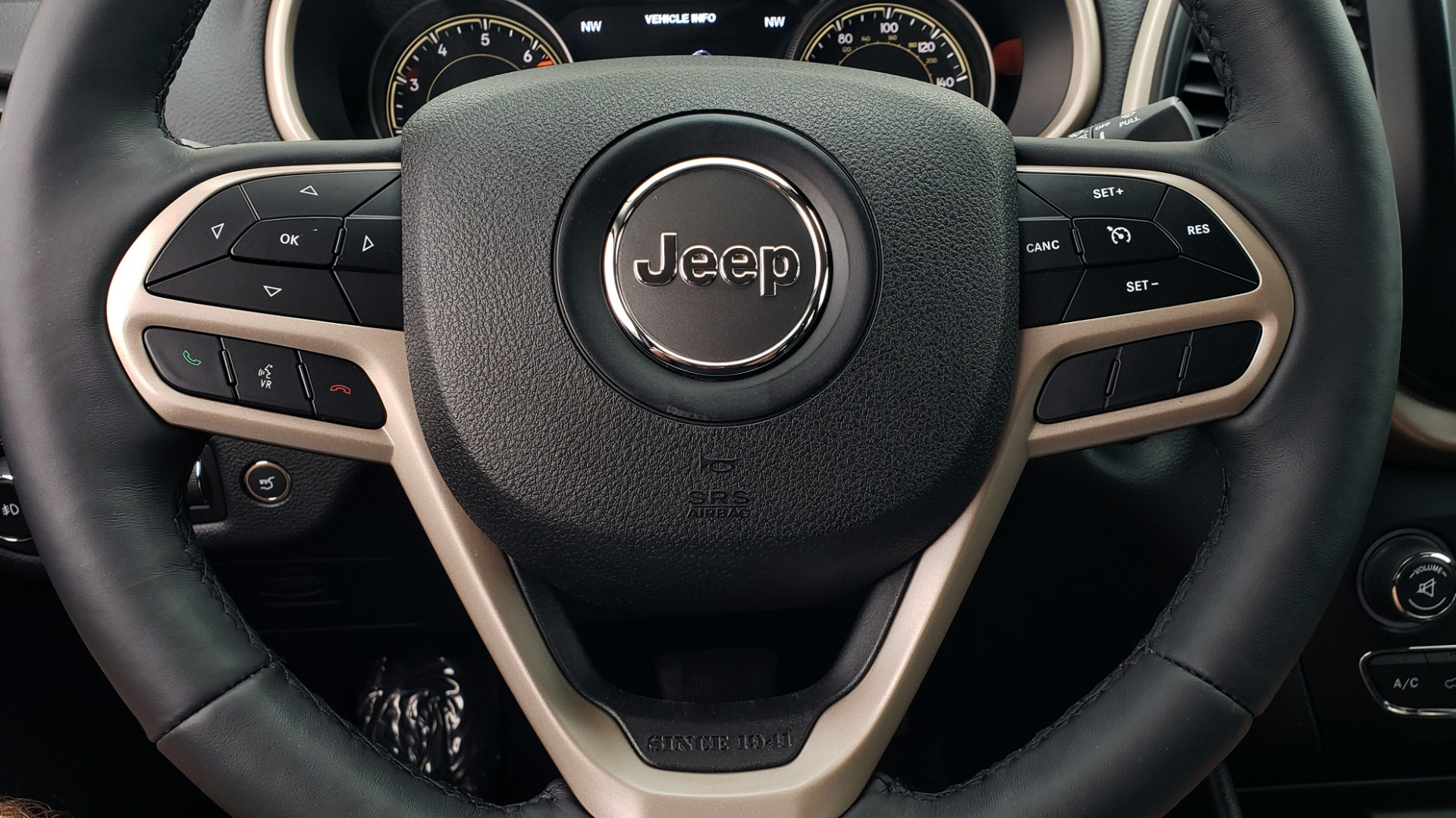 Used 2018 Jeep CHEROKEE LIMITED HIGH ALTITUDE FWD / PARK ASST / BLIND SPOT / REARVIEW for sale $20,995 at Formula Imports in Charlotte NC 28227 40