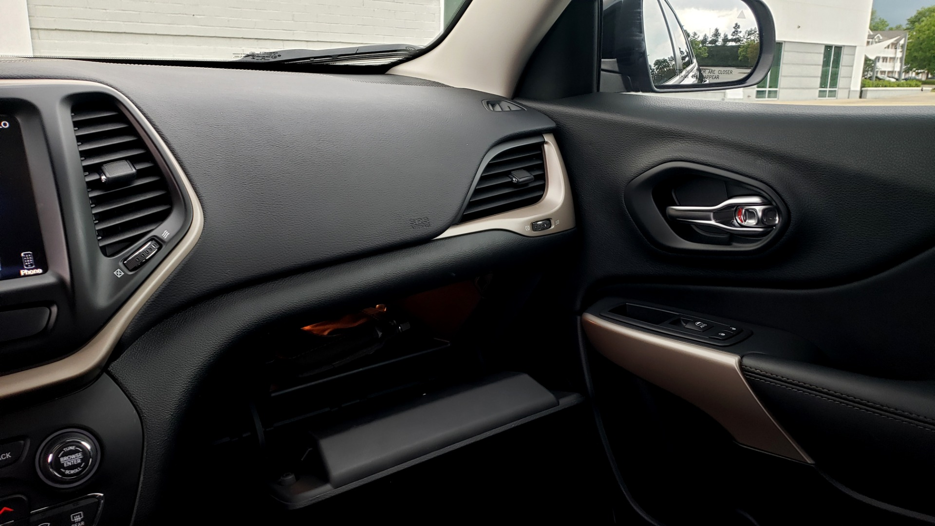 Used 2018 Jeep CHEROKEE LIMITED HIGH ALTITUDE FWD / PARK ASST / BLIND SPOT / REARVIEW for sale $20,995 at Formula Imports in Charlotte NC 28227 51