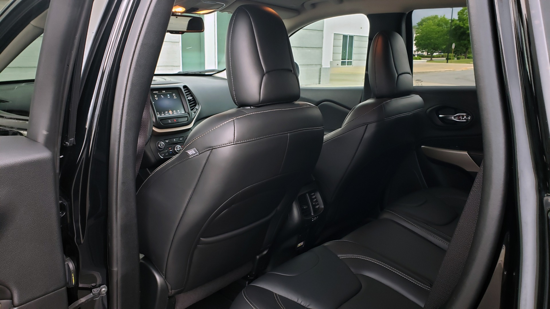 Used 2018 Jeep CHEROKEE LIMITED HIGH ALTITUDE FWD / PARK ASST / BLIND SPOT / REARVIEW for sale $20,995 at Formula Imports in Charlotte NC 28227 61