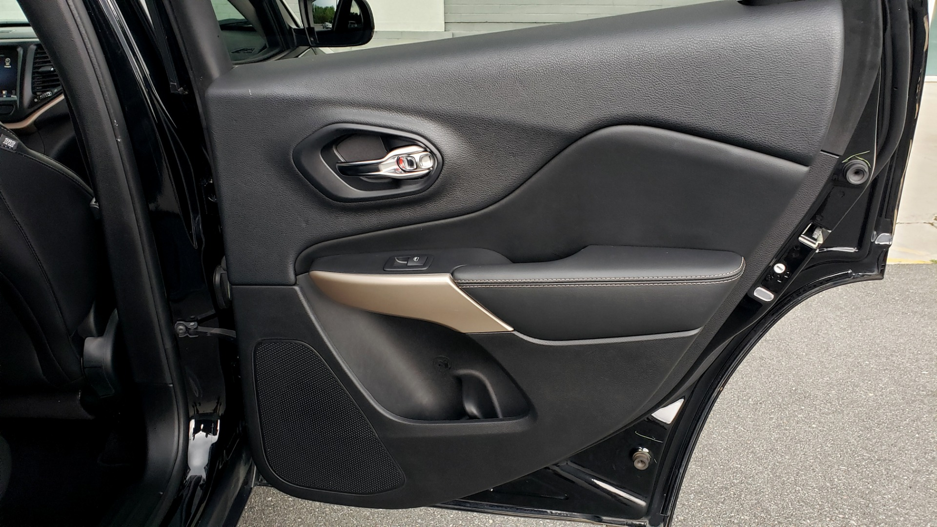 Used 2018 Jeep CHEROKEE LIMITED HIGH ALTITUDE FWD / PARK ASST / BLIND SPOT / REARVIEW for sale $20,995 at Formula Imports in Charlotte NC 28227 69
