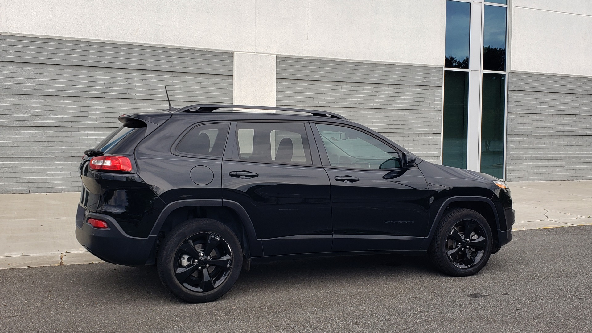 Used 2018 Jeep CHEROKEE LIMITED HIGH ALTITUDE FWD / PARK ASST / BLIND SPOT / REARVIEW for sale $20,995 at Formula Imports in Charlotte NC 28227 9