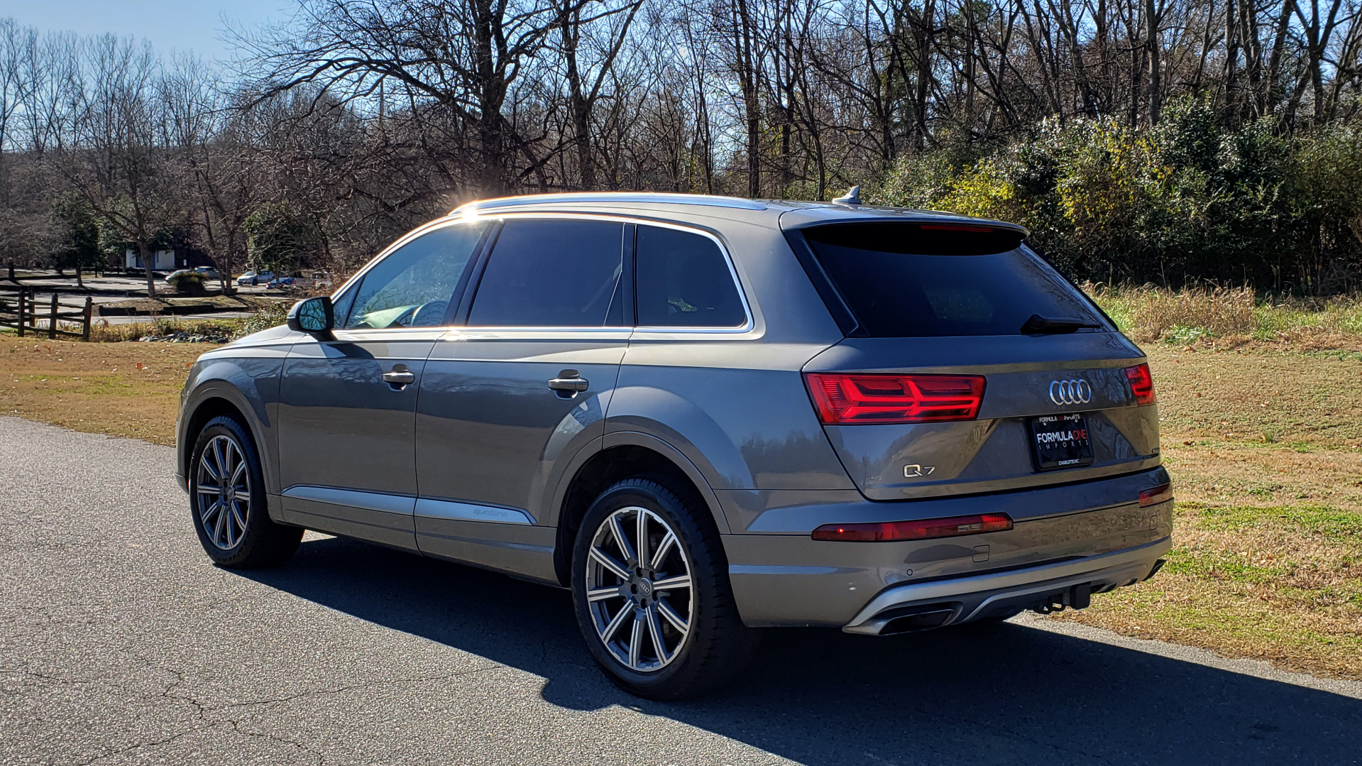 Used 2017 Audi Q7 PREMIUM PLUS / 2.0T TIPTRONIC / NAV / PANO-ROOF / 3-ROW / REARVIEW for sale $33,999 at Formula Imports in Charlotte NC 28227 3