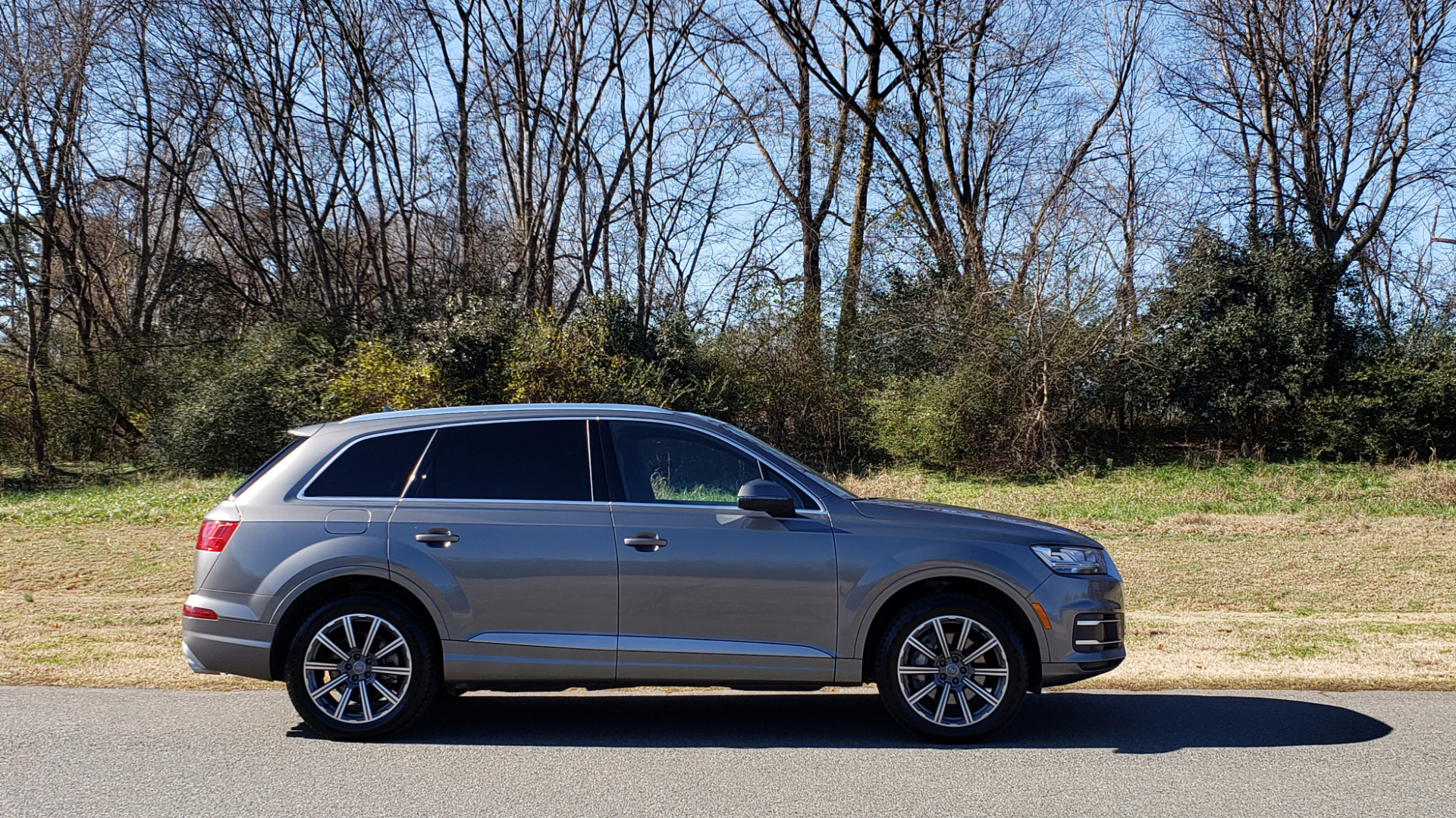 Used 2017 Audi Q7 PREMIUM PLUS / 2.0T TIPTRONIC / NAV / PANO-ROOF / 3-ROW / REARVIEW for sale $33,999 at Formula Imports in Charlotte NC 28227 4