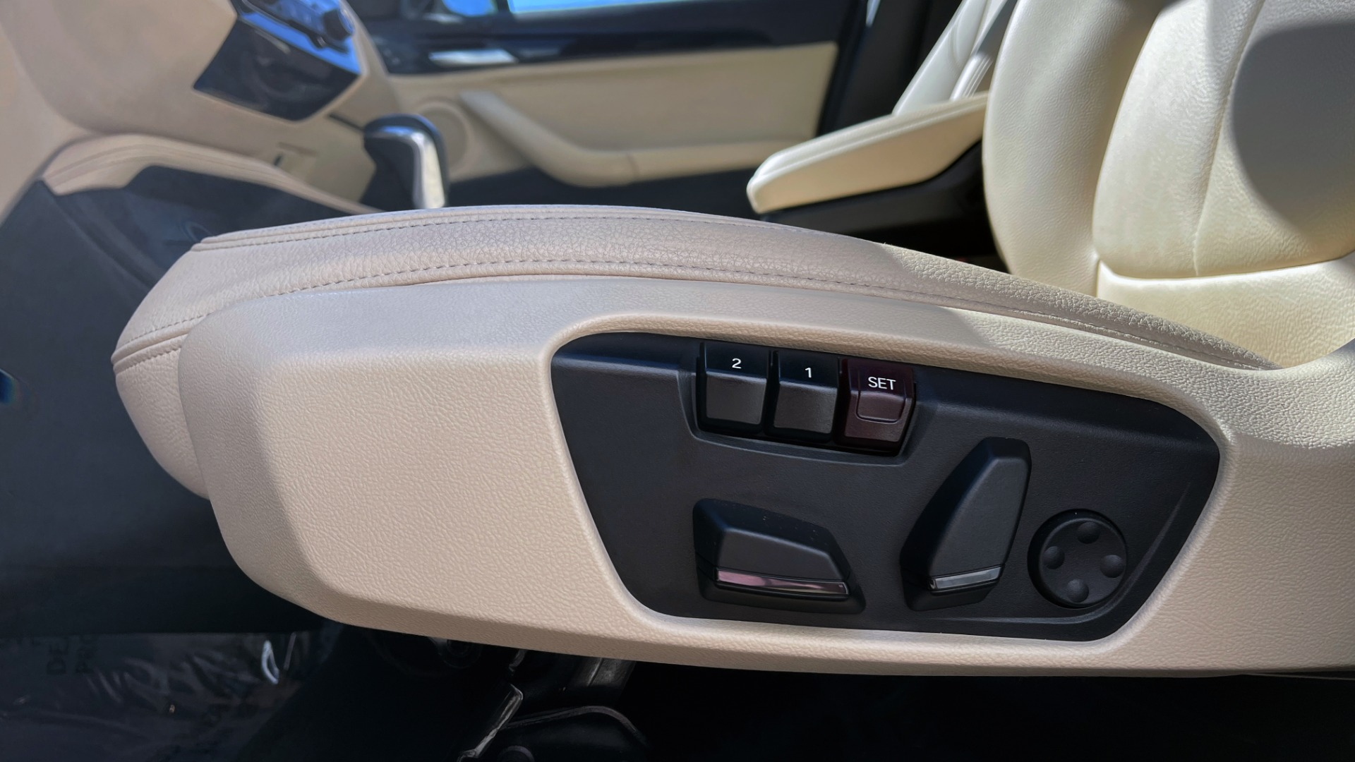 Used 2018 BMW X1 XDRIVE28I / CONV PKG / HTD SEATS / PANO-ROOF / REARVIEW for sale Sold at Formula Imports in Charlotte NC 28227 31