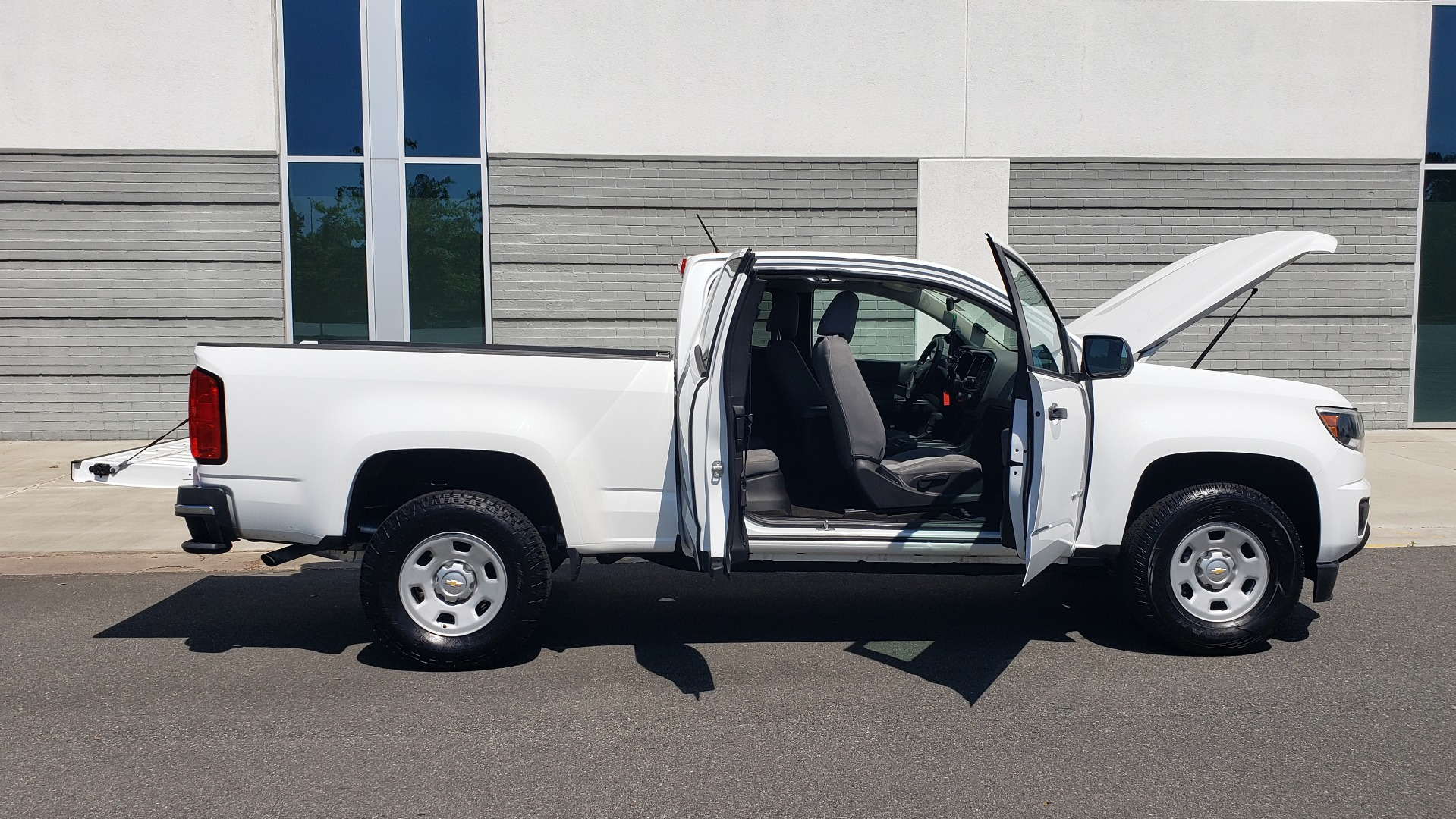 Used 2016 Chevrolet COLORADO 2WD WT / EXT CAB / 128.3 WB / 4-CYL / 6-SPD AUTO / REARVIEW for sale Sold at Formula Imports in Charlotte NC 28227 12