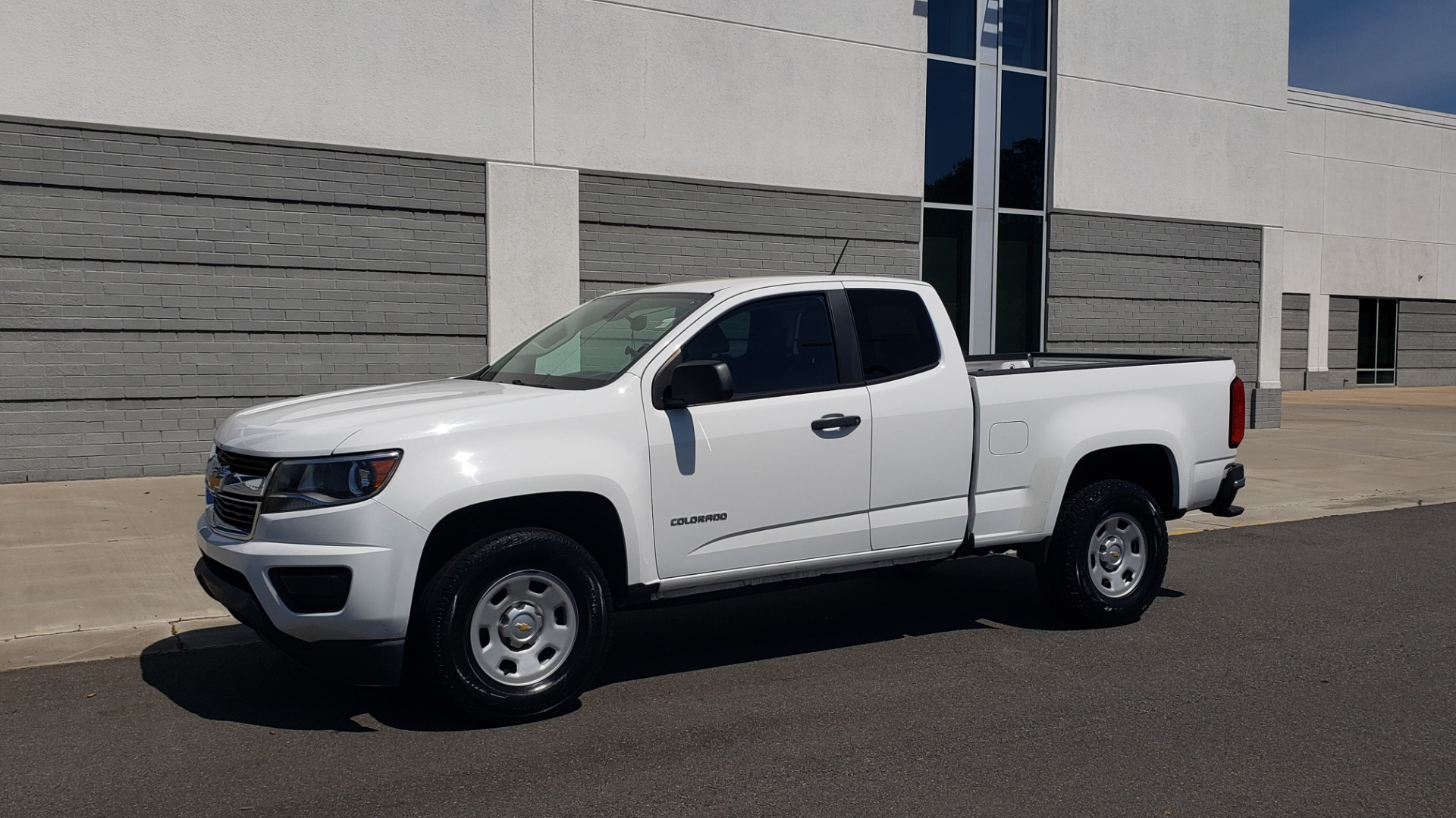 Used 2016 Chevrolet COLORADO 2WD WT / EXT CAB / 128.3 WB / 4-CYL / 6-SPD AUTO / REARVIEW for sale Sold at Formula Imports in Charlotte NC 28227 3
