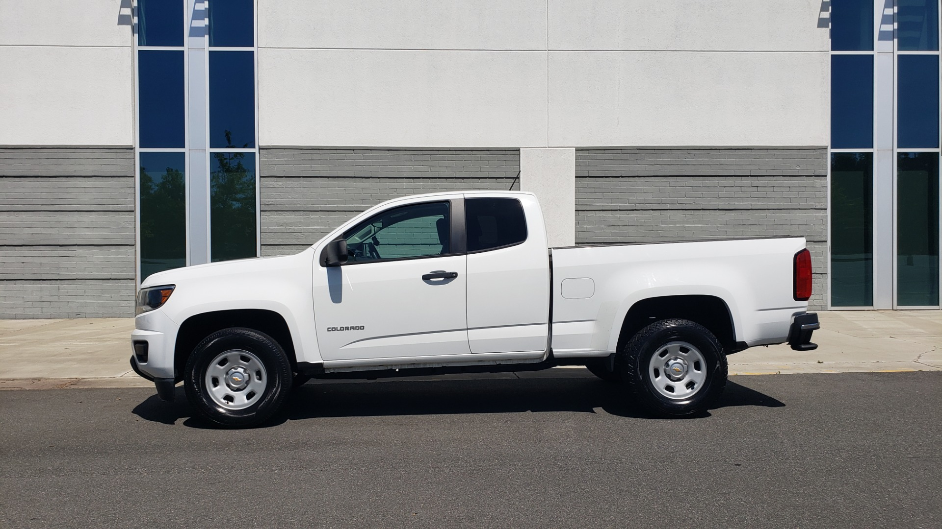 Used 2016 Chevrolet COLORADO 2WD WT / EXT CAB / 128.3 WB / 4-CYL / 6-SPD AUTO / REARVIEW for sale Sold at Formula Imports in Charlotte NC 28227 4