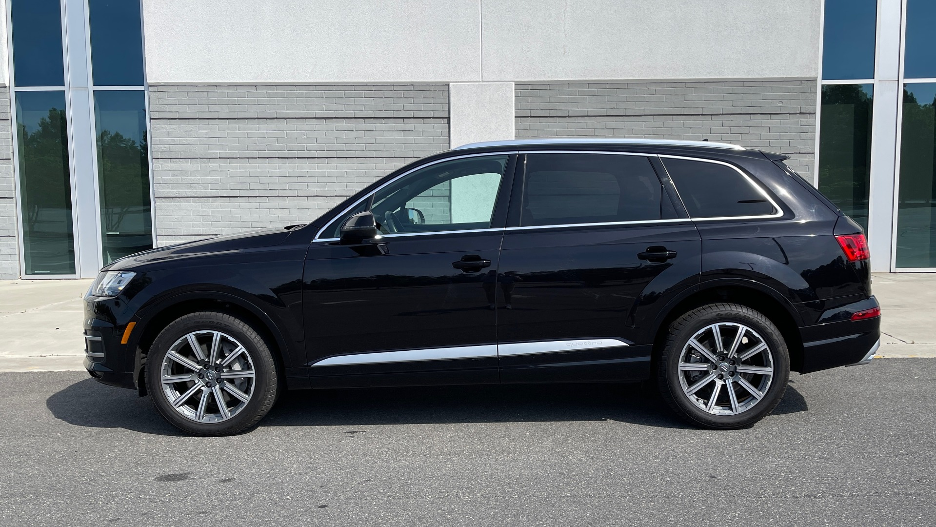 Used 2018 Audi Q7 PREMIUM PLUS / NAV / PANO-ROOF / BOSE / 3-ROW / REARVIEW for sale $43,461 at Formula Imports in Charlotte NC 28227 5