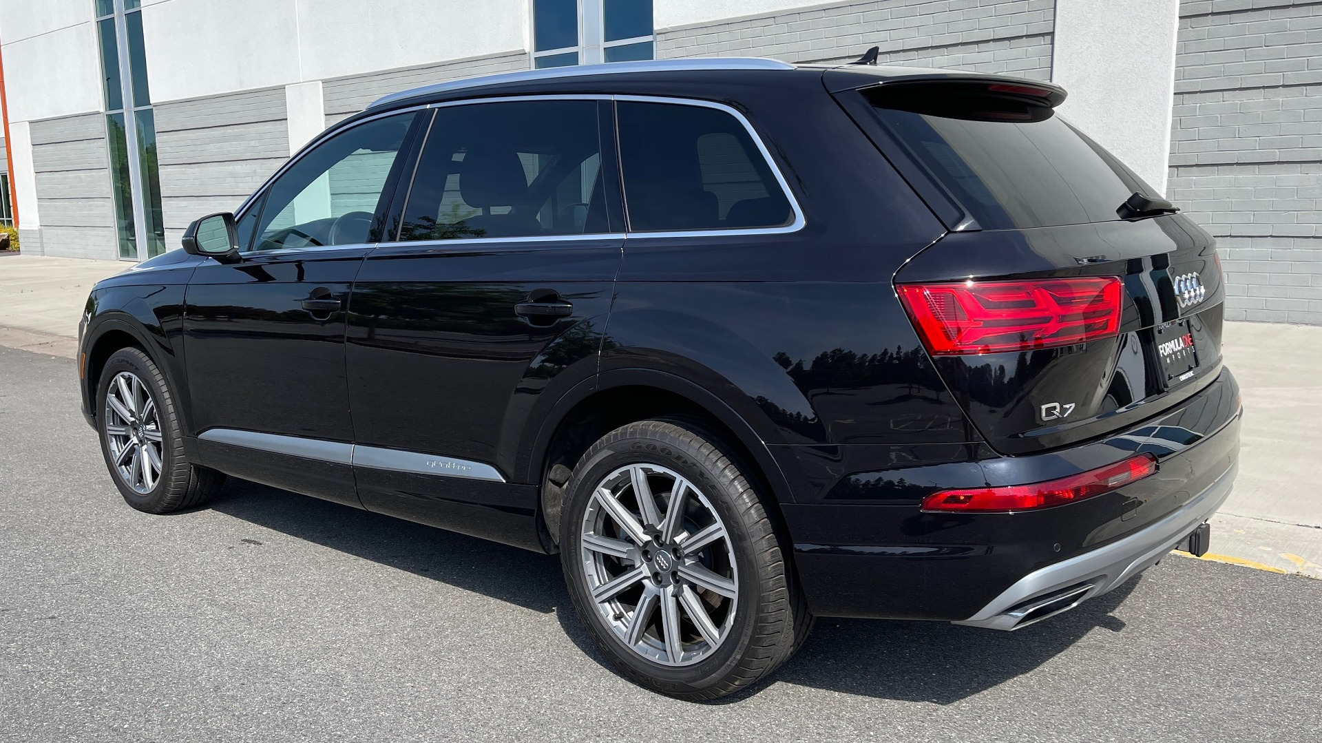 Used 2018 Audi Q7 PREMIUM PLUS / NAV / PANO-ROOF / BOSE / 3-ROW / REARVIEW for sale $43,461 at Formula Imports in Charlotte NC 28227 6