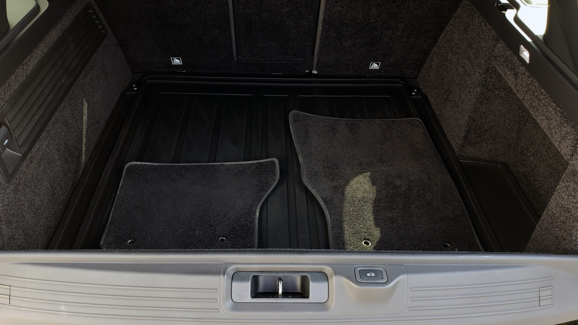 Used 2017 Land Rover RANGE ROVER SC V8 / VISION ASST / DRIVE PKG / MERIDIAN SOUND / PANO-ROOF / NAV / BSM for sale $75,995 at Formula Imports in Charlotte NC 28227 18