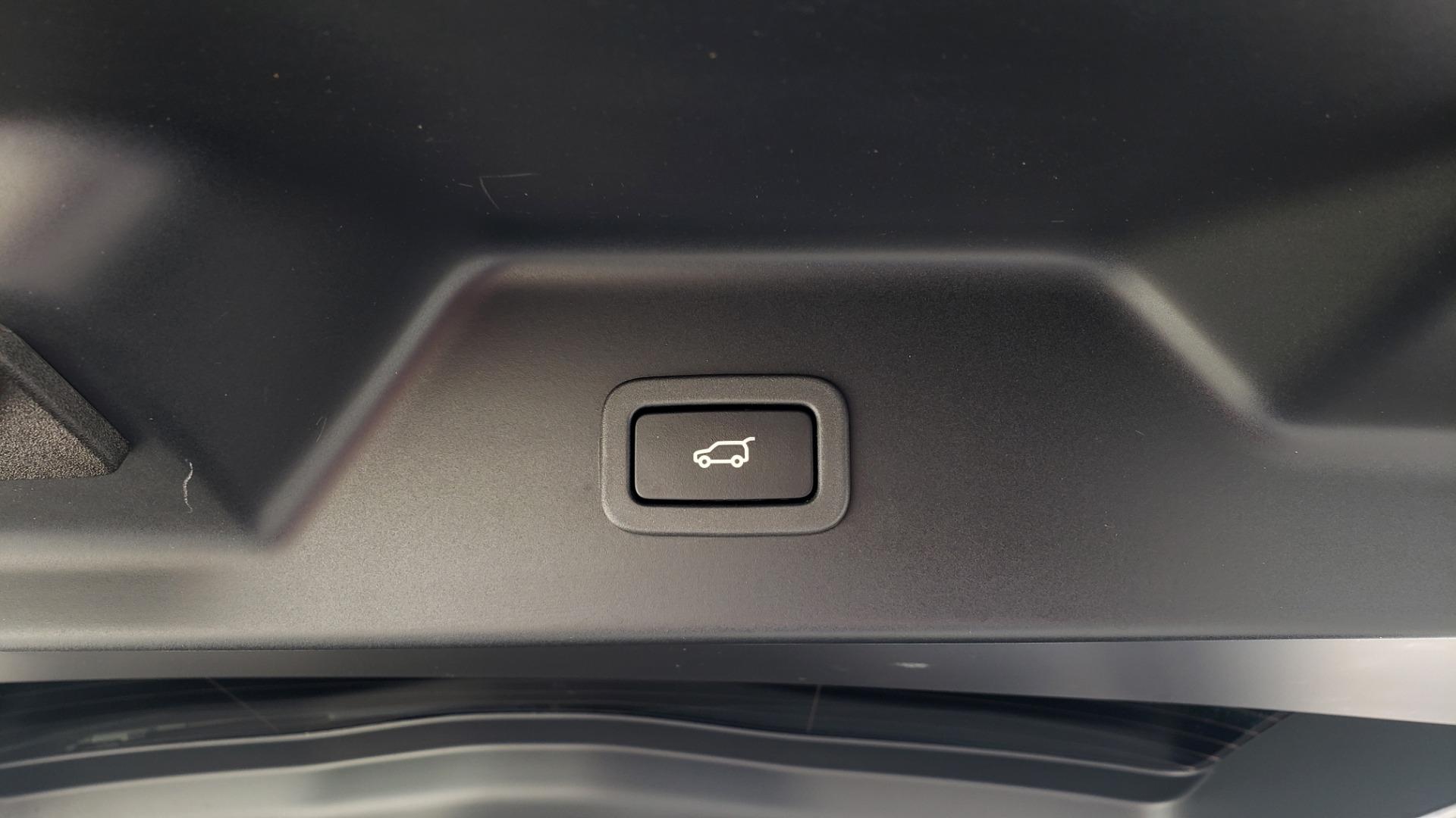Used 2017 Land Rover RANGE ROVER SC V8 / VISION ASST / DRIVE PKG / MERIDIAN SOUND / PANO-ROOF / NAV / BSM for sale $75,995 at Formula Imports in Charlotte NC 28227 24