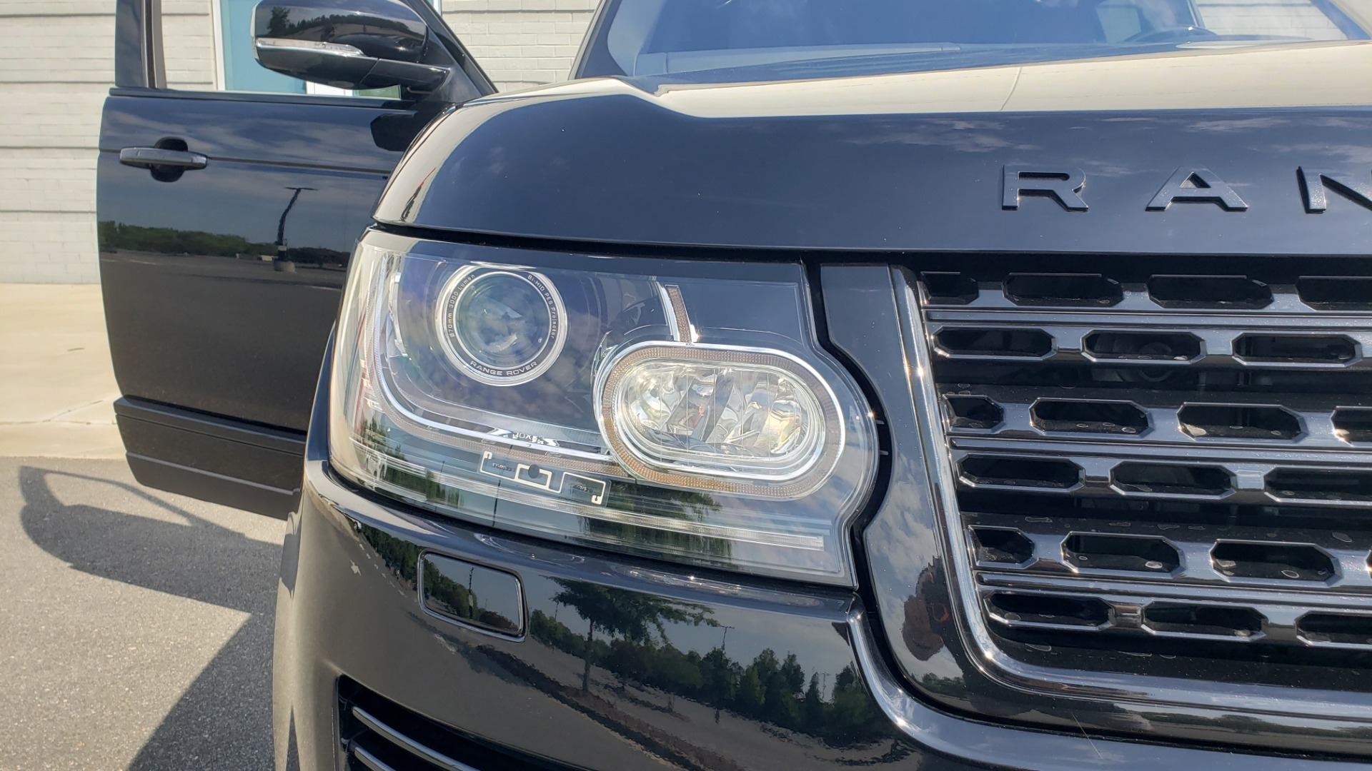 Used 2017 Land Rover RANGE ROVER SC V8 / VISION ASST / DRIVE PKG / MERIDIAN SOUND / PANO-ROOF / NAV / BSM for sale $75,995 at Formula Imports in Charlotte NC 28227 26