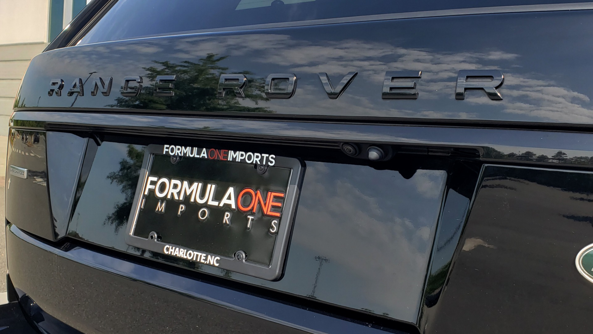Used 2017 Land Rover RANGE ROVER SC V8 / VISION ASST / DRIVE PKG / MERIDIAN SOUND / PANO-ROOF / NAV / BSM for sale $75,995 at Formula Imports in Charlotte NC 28227 34