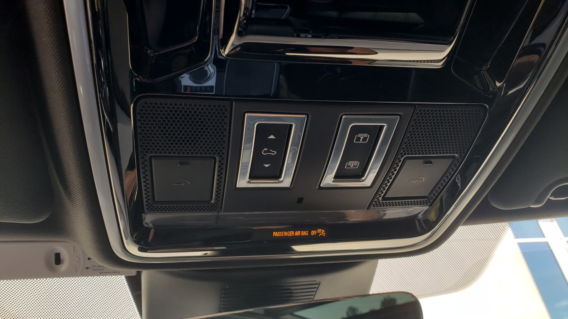 Used 2017 Land Rover RANGE ROVER SC V8 / VISION ASST / DRIVE PKG / MERIDIAN SOUND / PANO-ROOF / NAV / BSM for sale $75,995 at Formula Imports in Charlotte NC 28227 62