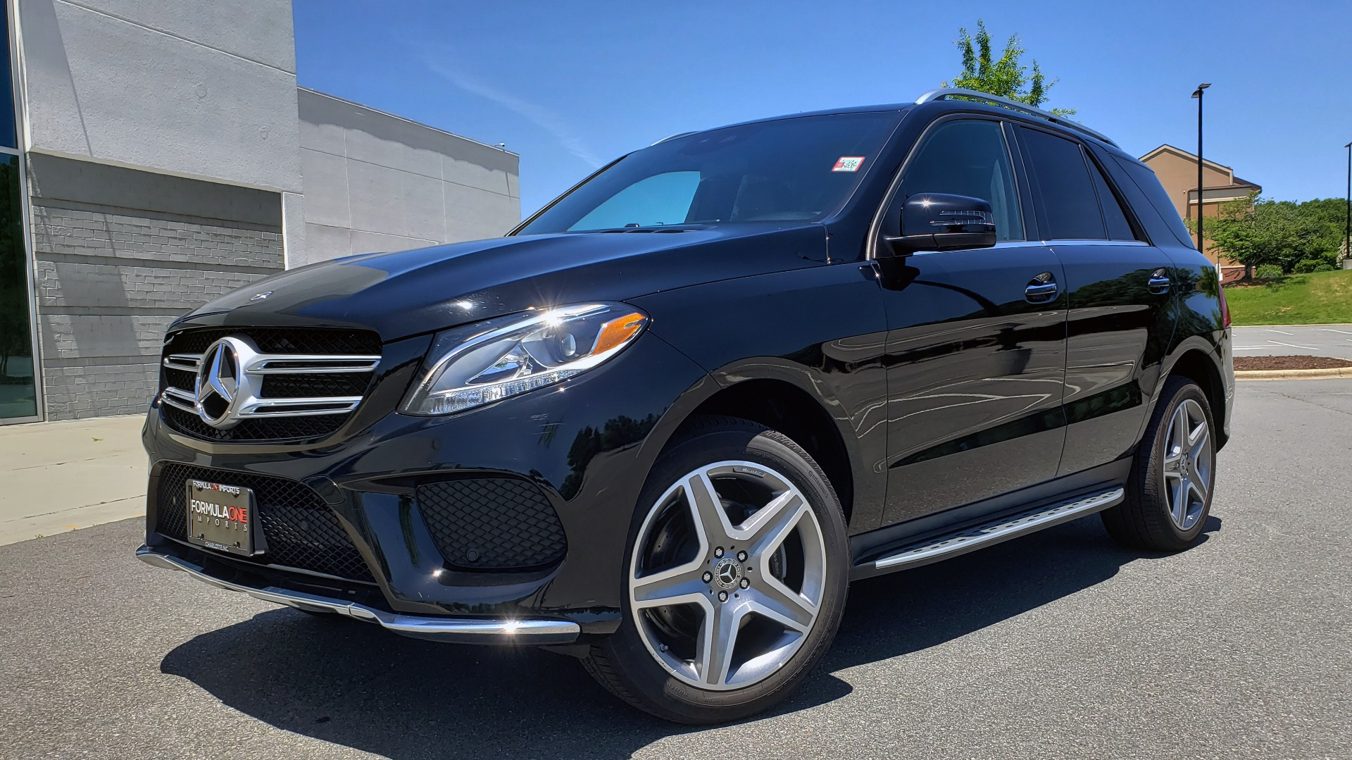 Used 2018 Mercedes-Benz GLE 350 4MATIC PREMIUM / NAV / AMG LINE INT / H/K SND / SUNROOF / REARVIEW for sale $39,995 at Formula Imports in Charlotte NC 28227 1