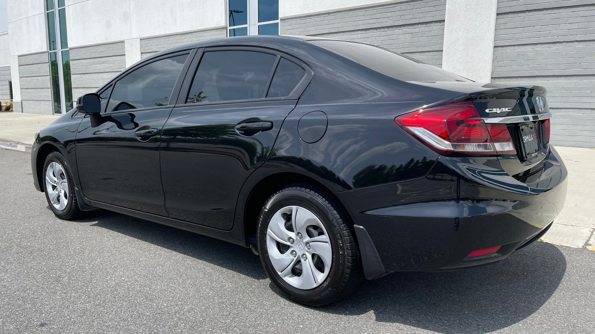 Used 2013 Honda CIVIC SEDAN LX / 5-SPD AUTO / 1.8L 4-CYL / BLUETOOTH / AIR CONDITIONING for sale Call for price at Formula Imports in Charlotte NC 28227 5
