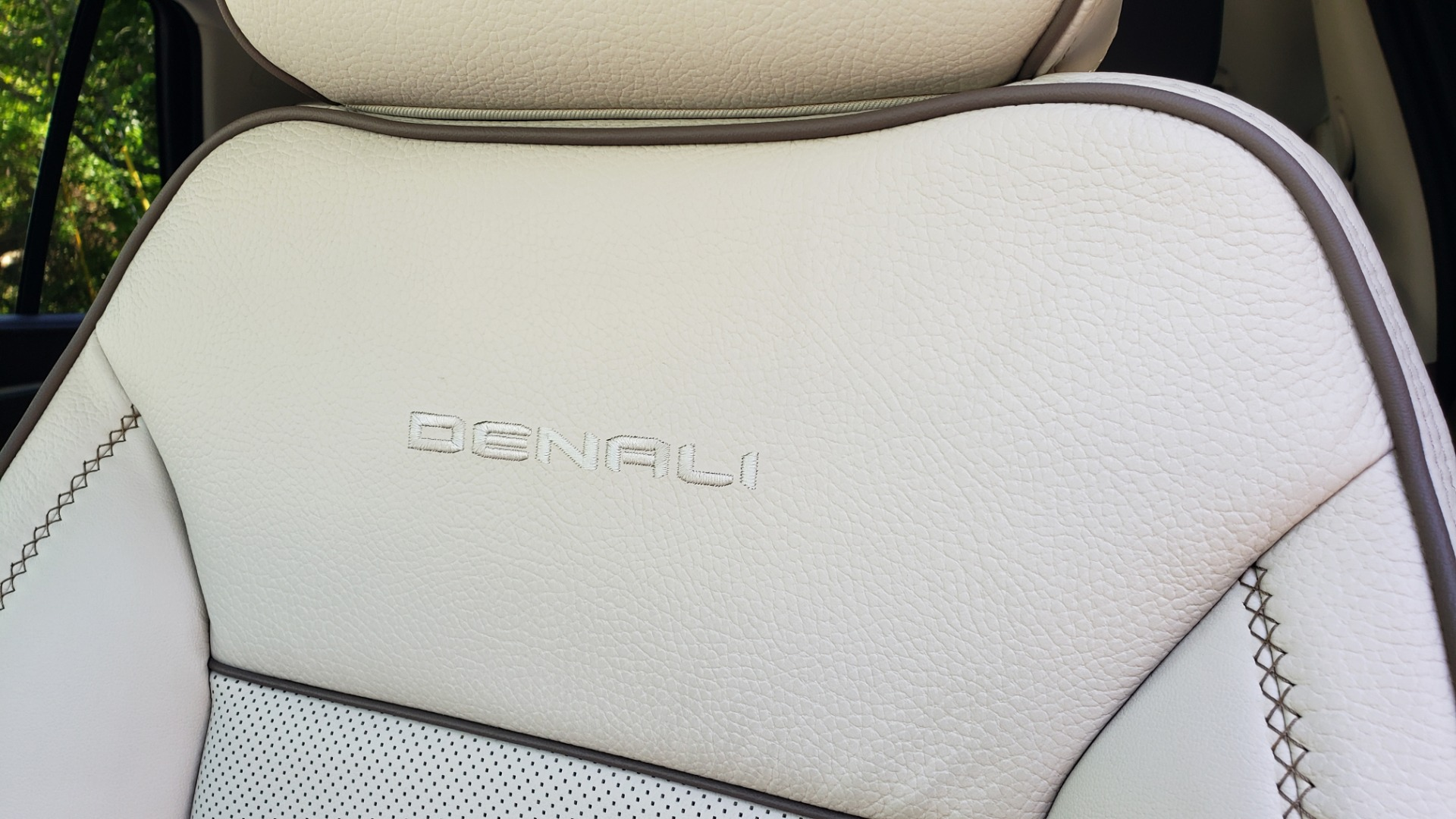 Used 2021 GMC YUKON DENALI PREM / 4WD / NAV / TECH / TRAILER / SECURITY / SUNROOF for sale Sold at Formula Imports in Charlotte NC 28227 51