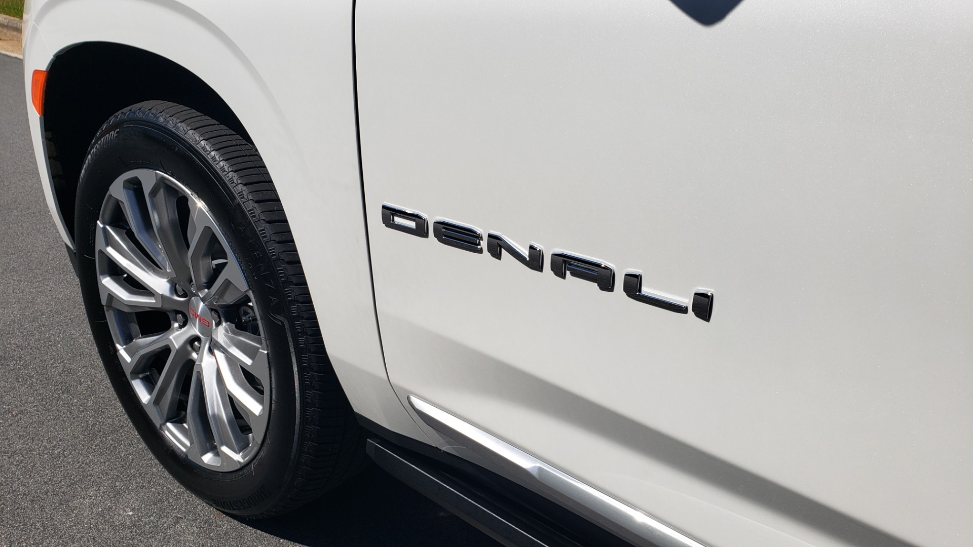 Used 2021 GMC YUKON DENALI PREM / 4WD / NAV / TECH / TRAILER / SECURITY / SUNROOF for sale Sold at Formula Imports in Charlotte NC 28227 7