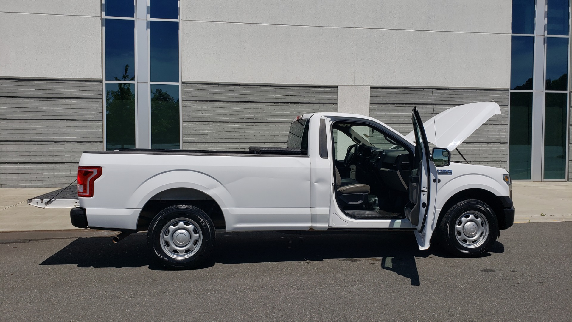 Used 2016 Ford F-150 XL 4X2 REGULAR CAB / 3.5L V6 / 6-SPD AUTO / CRUISE CONTROL for sale $12,995 at Formula Imports in Charlotte NC 28227 10