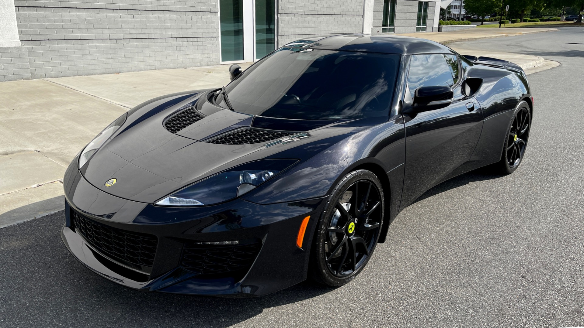 Used 2017 Lotus EVORA 400 COUPE / 3.5L SUPERCHARGED V6 / PDL SHIFT AUTO / NAV / REARVIEW for sale Sold at Formula Imports in Charlotte NC 28227 4
