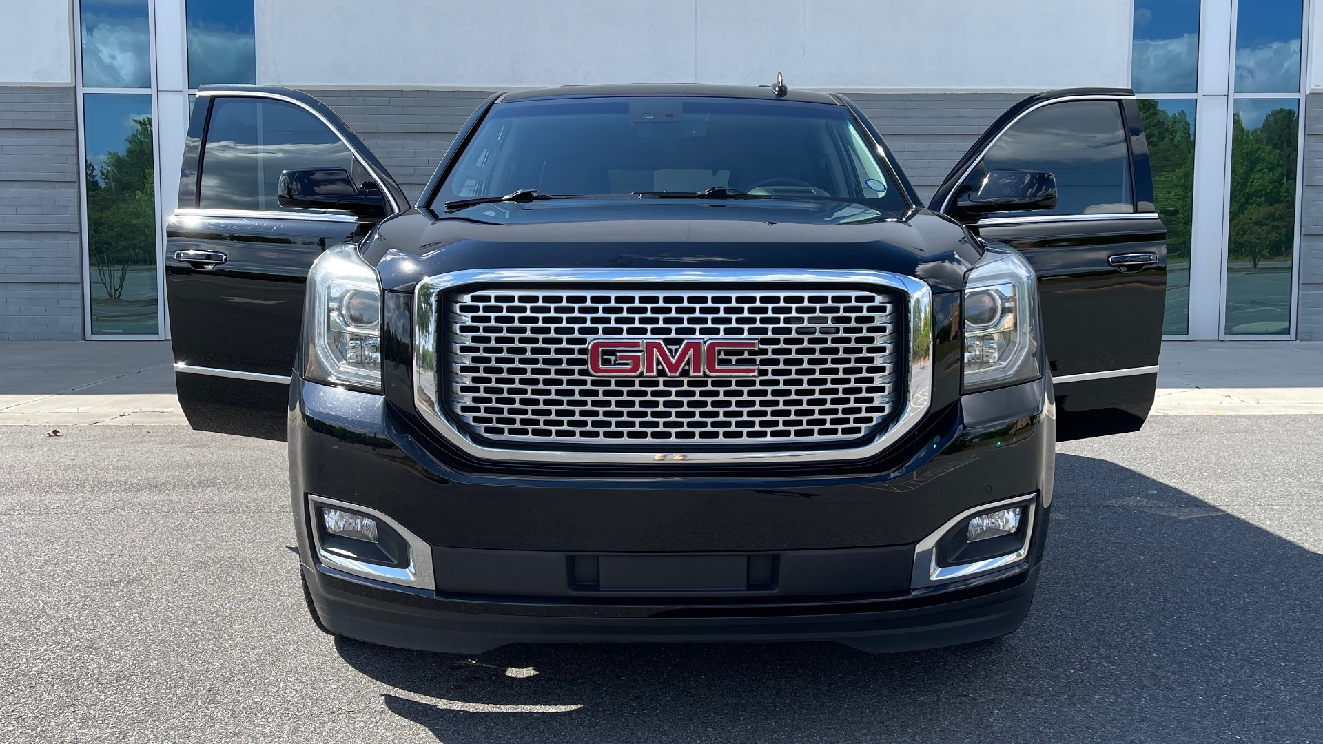Used 2017 GMC YUKON DENALI 4WD / OPEN ROAD / NAV / ENTERTAINMENT / SUNROOF / ADAPT CRUISE for sale Sold at Formula Imports in Charlotte NC 28227 11