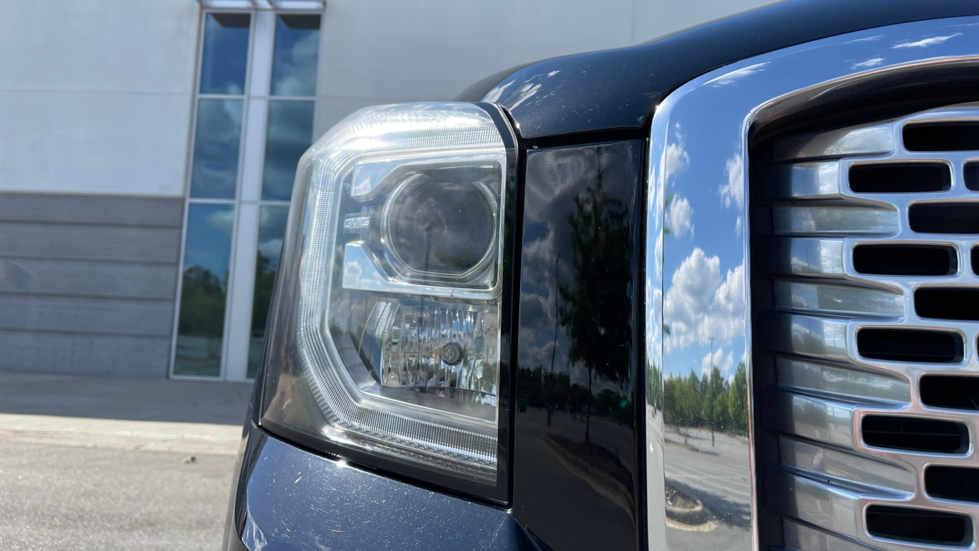 Used 2017 GMC YUKON DENALI 4WD / OPEN ROAD / NAV / ENTERTAINMENT / SUNROOF / ADAPT CRUISE for sale Sold at Formula Imports in Charlotte NC 28227 13