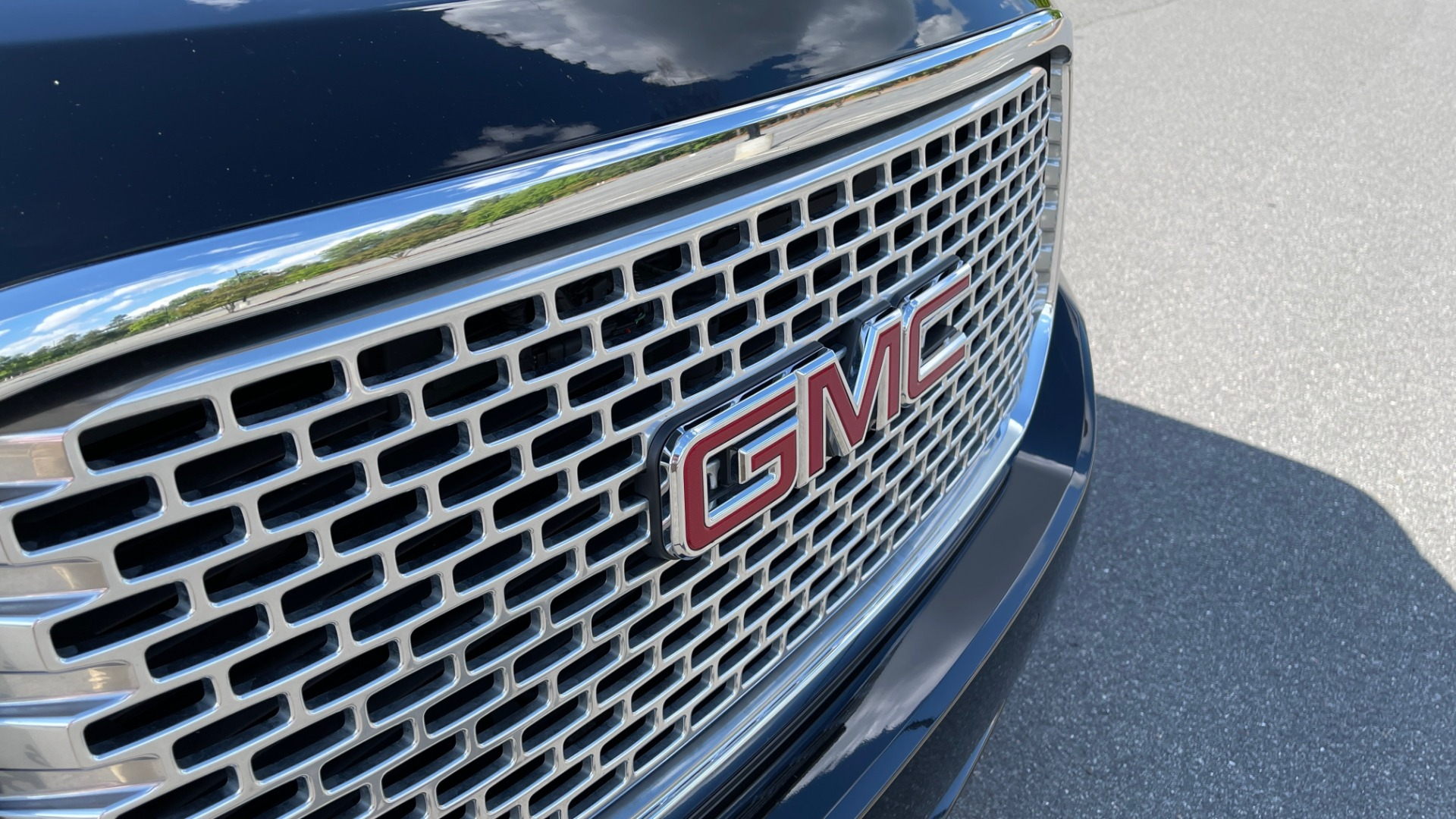 Used 2017 GMC YUKON DENALI 4WD / OPEN ROAD / NAV / ENTERTAINMENT / SUNROOF / ADAPT CRUISE for sale Sold at Formula Imports in Charlotte NC 28227 17