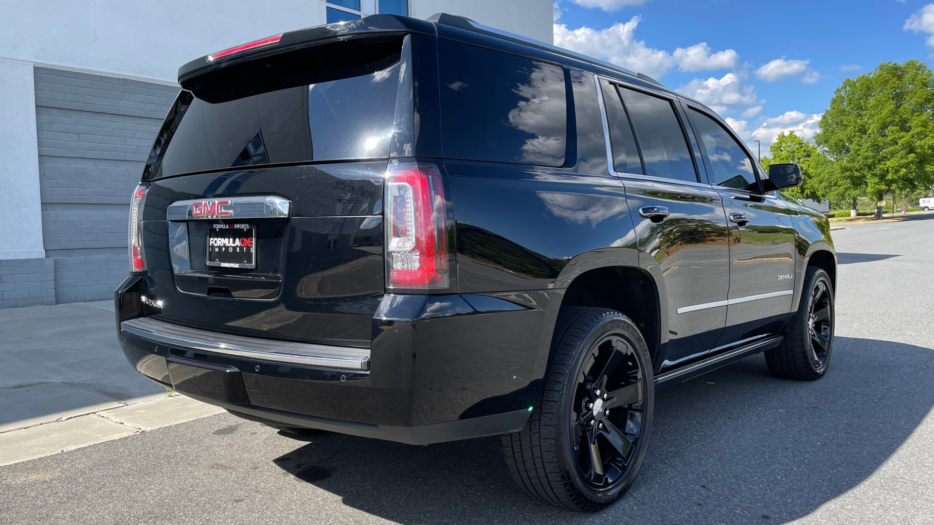 Used 2017 GMC YUKON DENALI 4WD / OPEN ROAD / NAV / ENTERTAINMENT / SUNROOF / ADAPT CRUISE for sale Sold at Formula Imports in Charlotte NC 28227 2