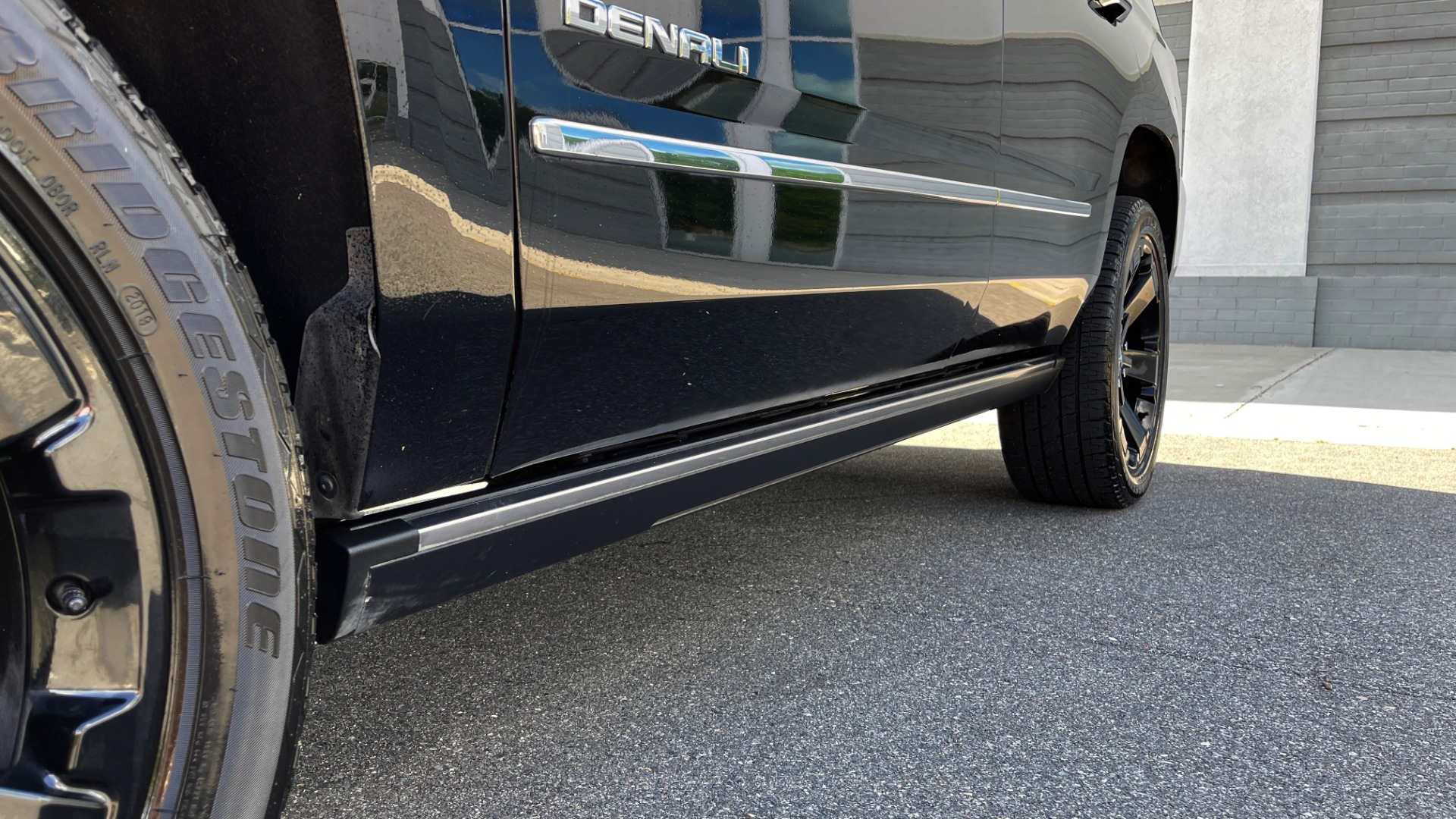 Used 2017 GMC YUKON DENALI 4WD / OPEN ROAD / NAV / ENTERTAINMENT / SUNROOF / ADAPT CRUISE for sale Sold at Formula Imports in Charlotte NC 28227 26