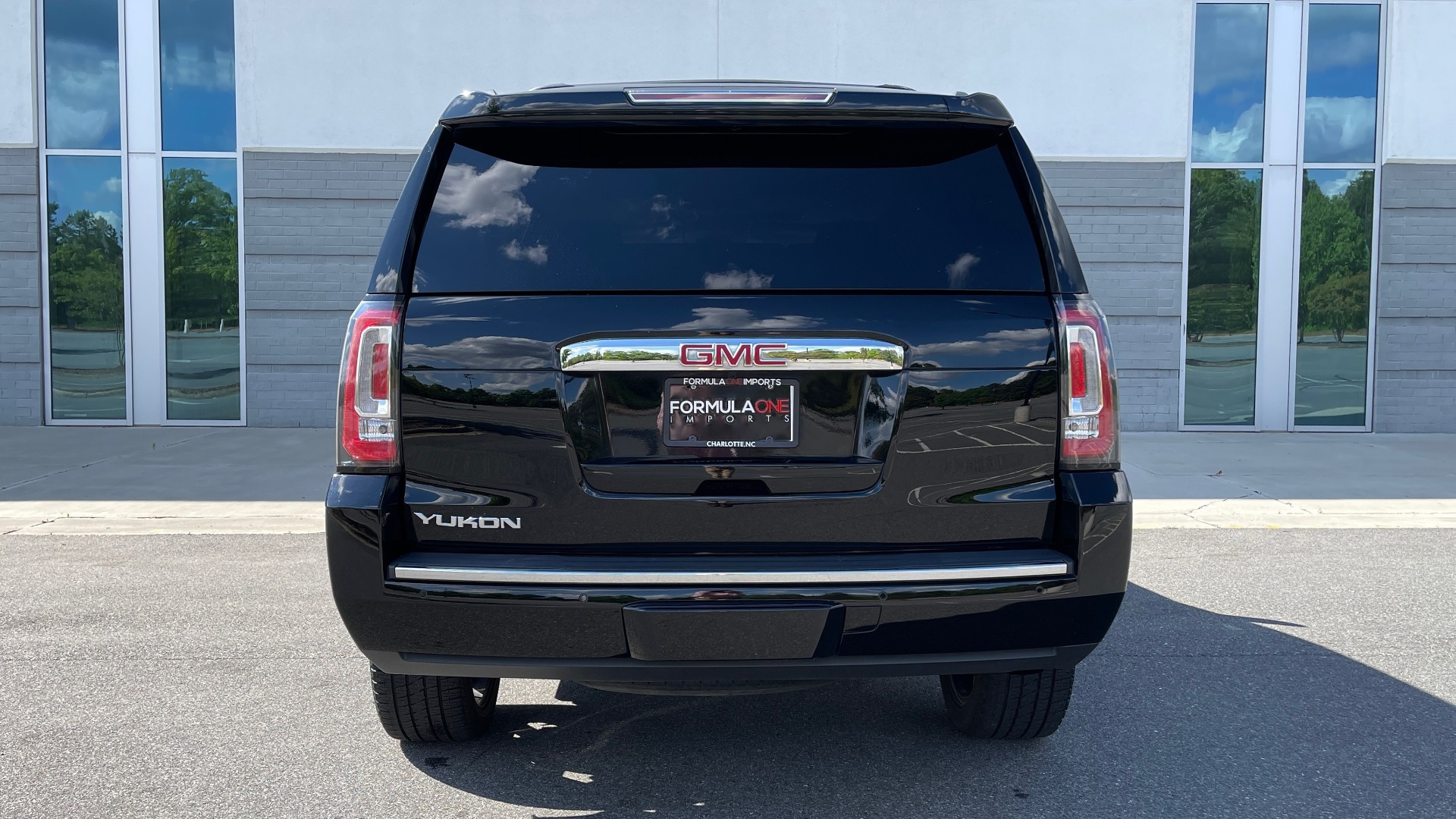 Used 2017 GMC YUKON DENALI 4WD / OPEN ROAD / NAV / ENTERTAINMENT / SUNROOF / ADAPT CRUISE for sale Sold at Formula Imports in Charlotte NC 28227 27