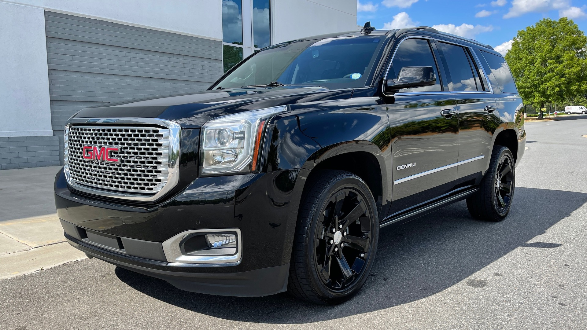 Used 2017 GMC YUKON DENALI 4WD / OPEN ROAD / NAV / ENTERTAINMENT / SUNROOF / ADAPT CRUISE for sale Sold at Formula Imports in Charlotte NC 28227 3