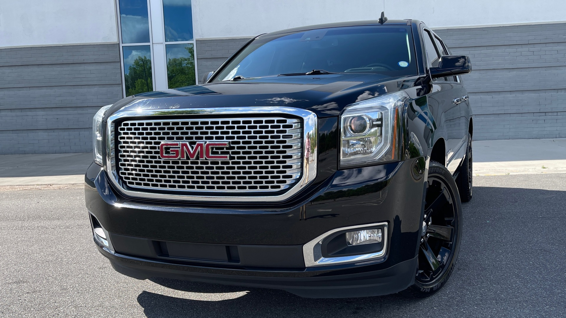 Used 2017 GMC YUKON DENALI 4WD / OPEN ROAD / NAV / ENTERTAINMENT / SUNROOF / ADAPT CRUISE for sale Sold at Formula Imports in Charlotte NC 28227 4