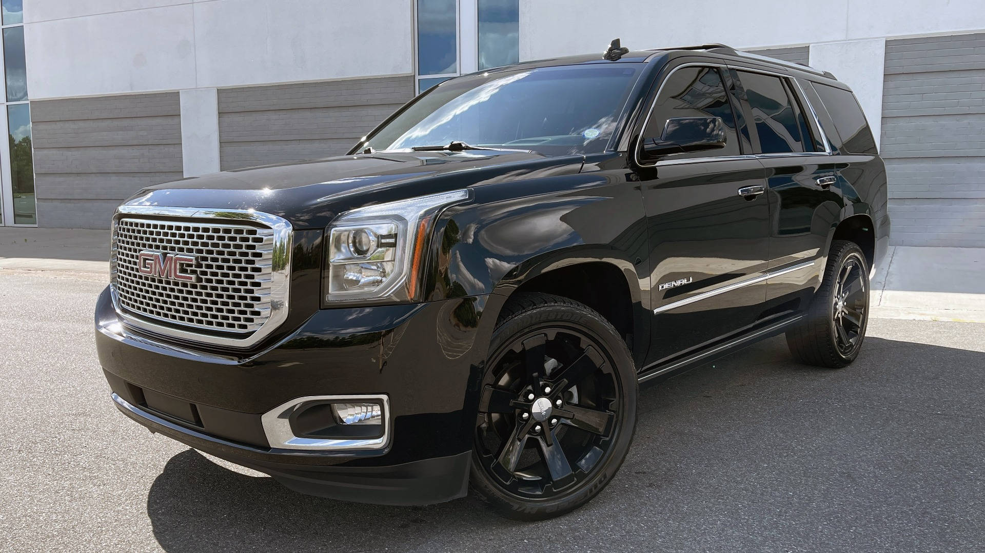 Used 2017 GMC YUKON DENALI 4WD / OPEN ROAD / NAV / ENTERTAINMENT / SUNROOF / ADAPT CRUISE for sale Sold at Formula Imports in Charlotte NC 28227 1
