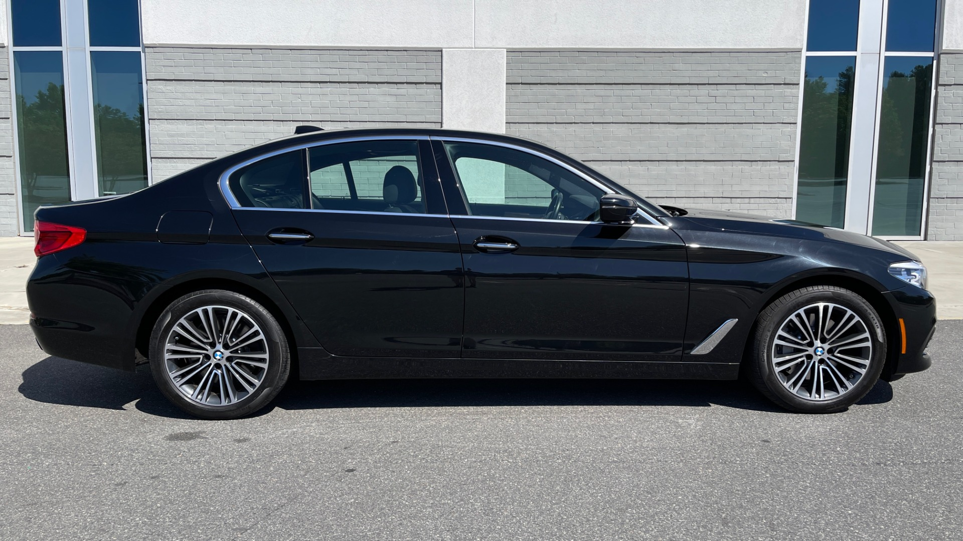 Used 2018 BMW 5 SERIES 540I XDRIVE PREMIUM / NAV / PARK ASST / WIRELESS CHARGING H/K SND for sale $38,395 at Formula Imports in Charlotte NC 28227 3